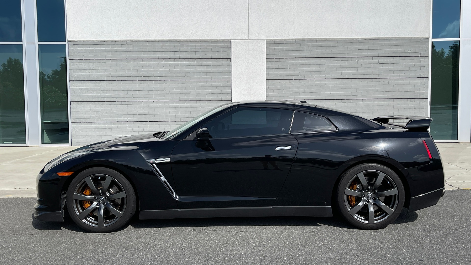Used 2009 Nissan GT-R PREMIUM COUPE / AWD / TT 3.8L V6 / NAV / BOSE / BREMBO for sale $57,995 at Formula Imports in Charlotte NC 28227 3