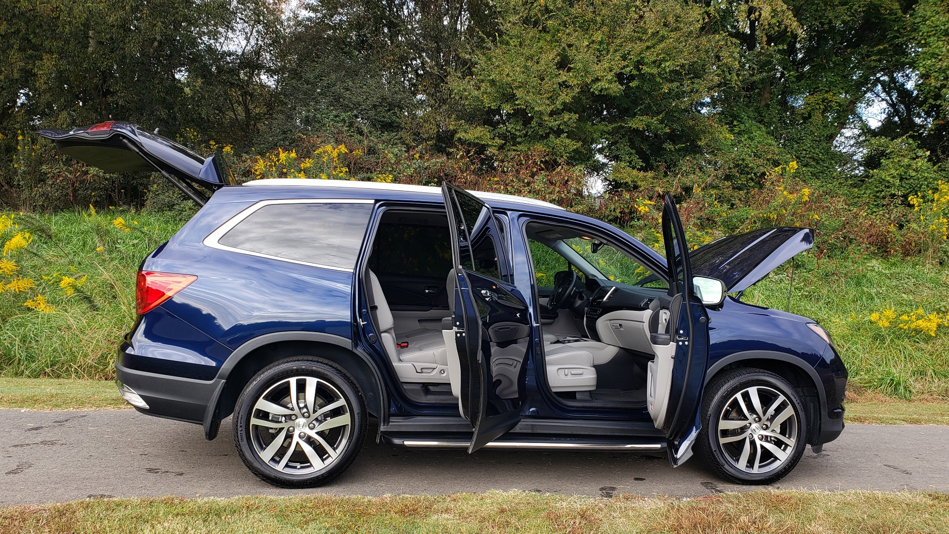Used 2017 Honda PILOT TOURING 2WD / NAV / SUNROOF / 3-ROW / ENT SYS / REARVIEW for sale Sold at Formula Imports in Charlotte NC 28227 18