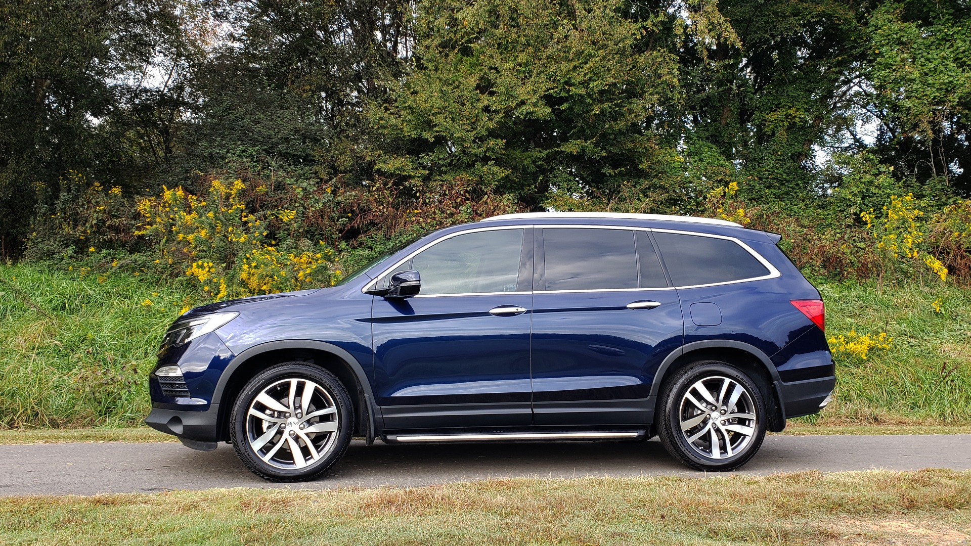 Used 2017 Honda PILOT TOURING 2WD / NAV / SUNROOF / 3-ROW / ENT SYS / REARVIEW for sale Sold at Formula Imports in Charlotte NC 28227 3