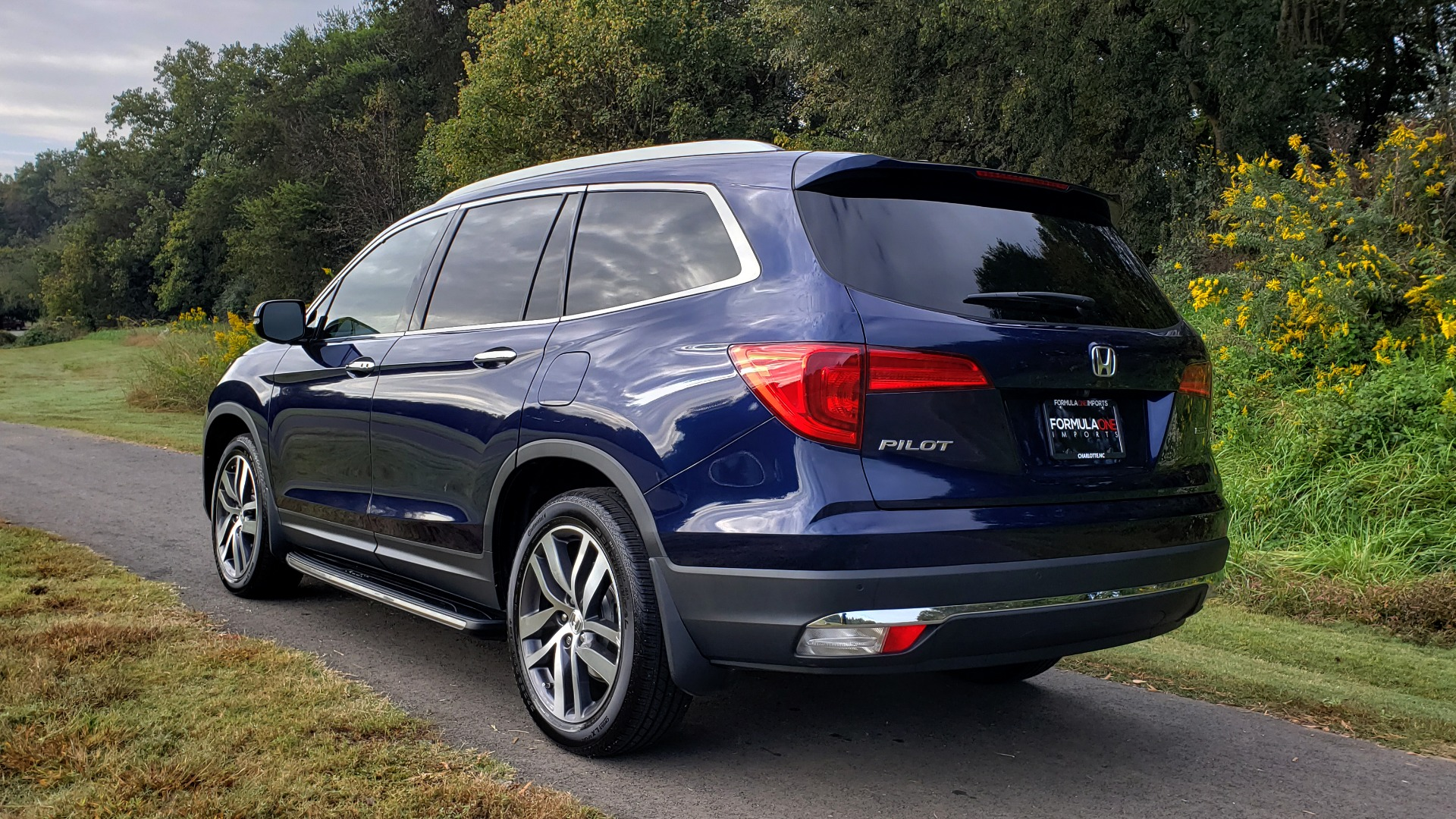 Used 2017 Honda PILOT TOURING 2WD / NAV / SUNROOF / 3-ROW / ENT SYS / REARVIEW for sale Sold at Formula Imports in Charlotte NC 28227 4