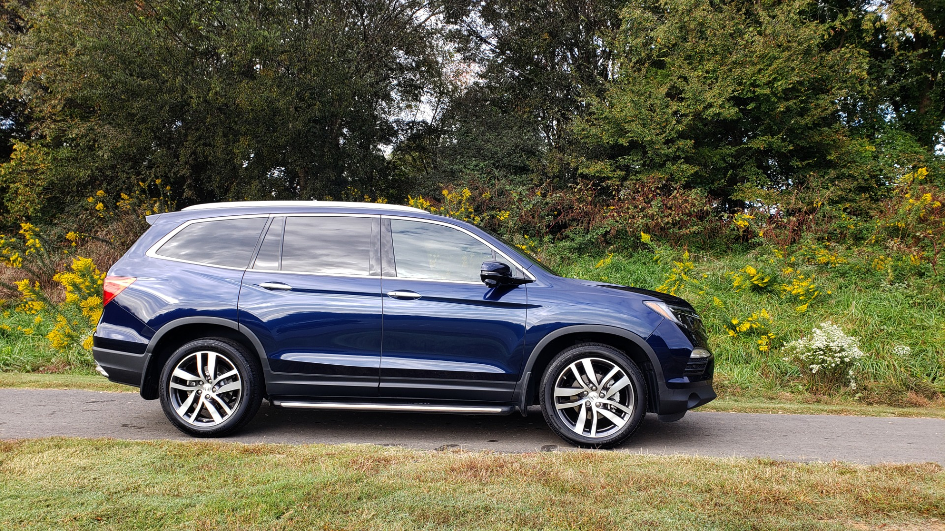 Used 2017 Honda PILOT TOURING 2WD / NAV / SUNROOF / 3-ROW / ENT SYS / REARVIEW for sale Sold at Formula Imports in Charlotte NC 28227 6