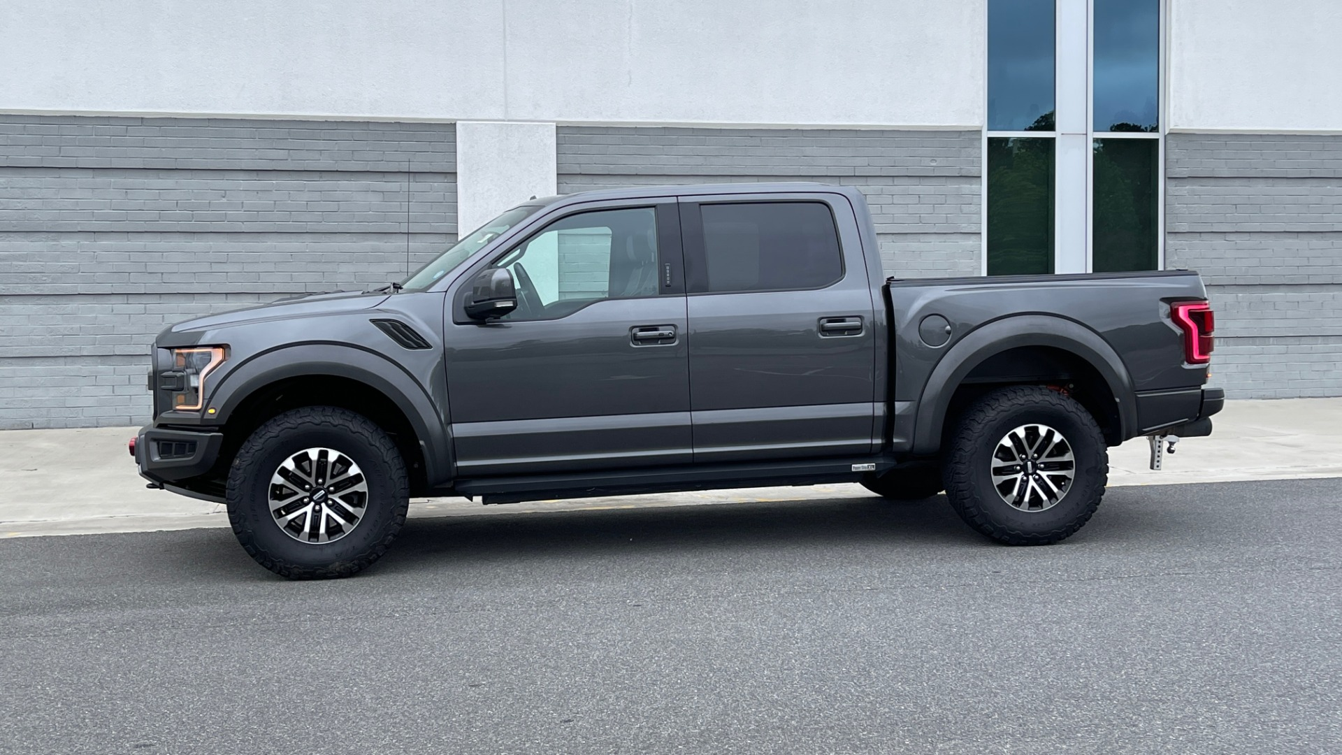 Used 2020 Ford F-150 RAPTOR 4X4 SUPERCREW / NAV / B&O SOUND / SUNROOF / REARVIEW for sale $74,900 at Formula Imports in Charlotte NC 28227 4