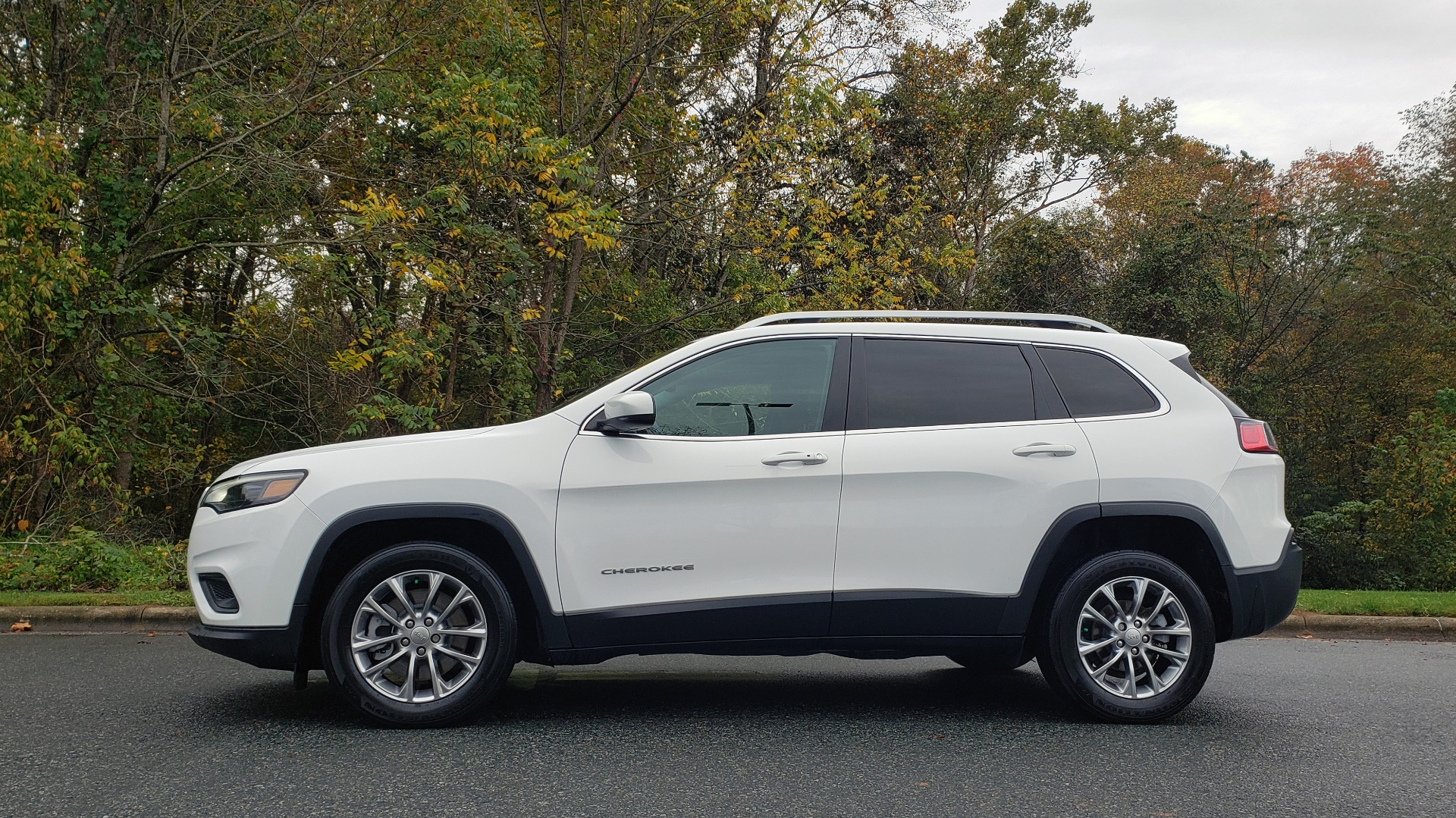 Used 2019 Jeep CHEROKEE LATITUDE PLUS FWD / CLD WTHR / HTD STS / BLIND SPOT / PRK ASST for sale Sold at Formula Imports in Charlotte NC 28227 2