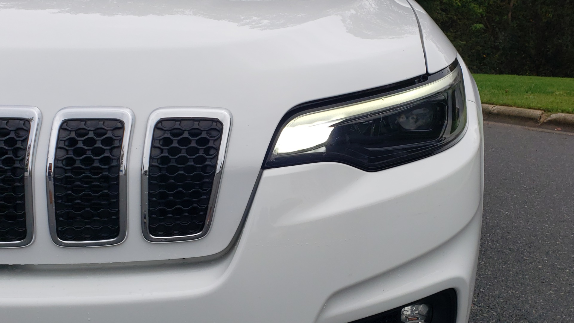 Used 2019 Jeep CHEROKEE LATITUDE PLUS FWD / CLD WTHR / HTD STS / BLIND SPOT / PRK ASST for sale Sold at Formula Imports in Charlotte NC 28227 23