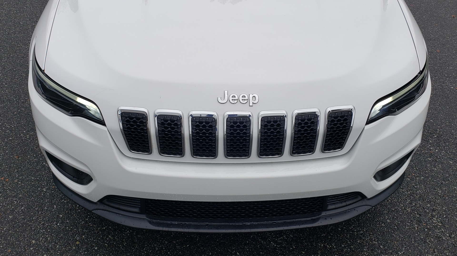 Used 2019 Jeep CHEROKEE LATITUDE PLUS FWD / CLD WTHR / HTD STS / BLIND SPOT / PRK ASST for sale Sold at Formula Imports in Charlotte NC 28227 24