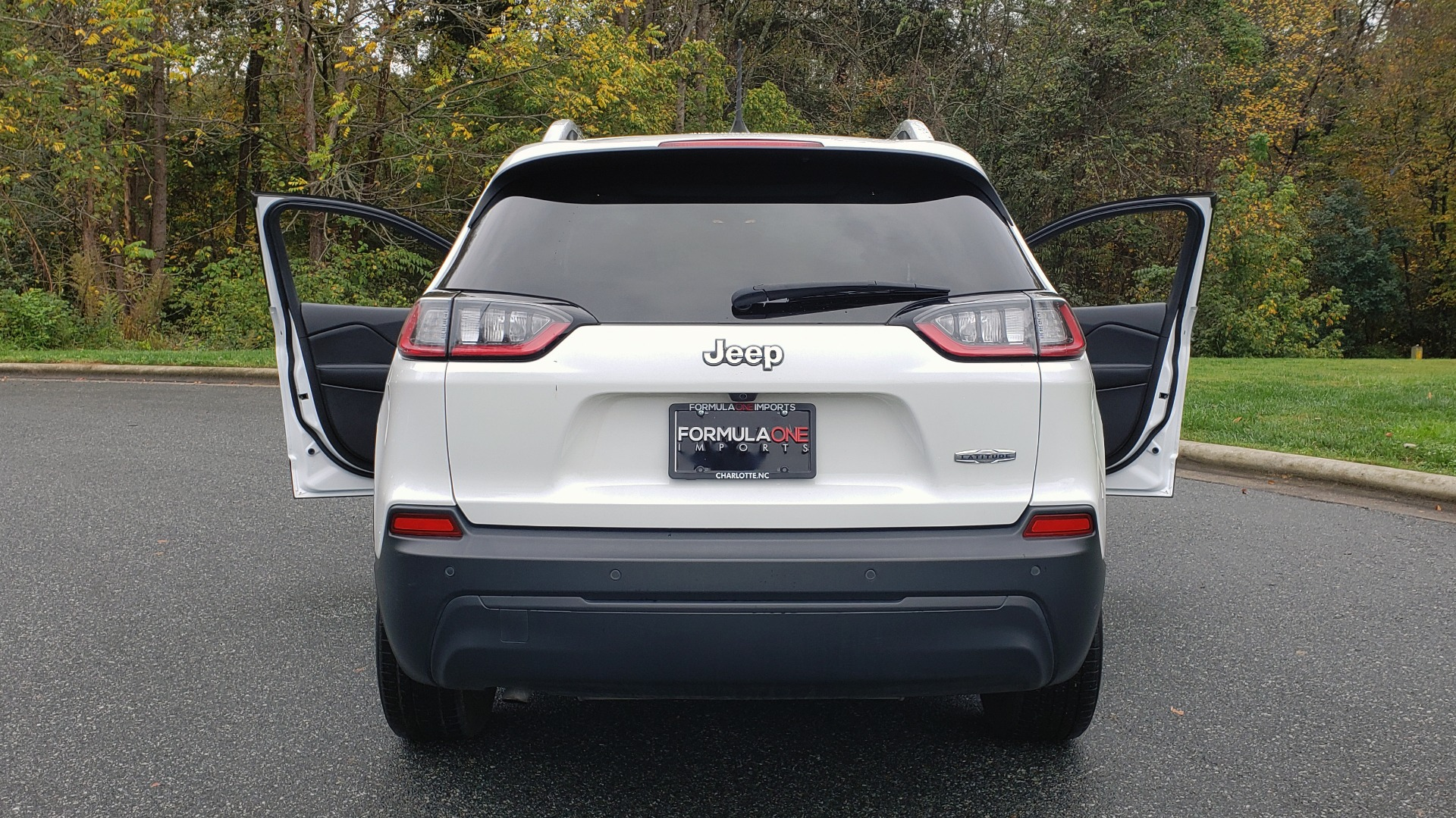 Used 2019 Jeep CHEROKEE LATITUDE PLUS FWD / CLD WTHR / HTD STS / BLIND SPOT / PRK ASST for sale Sold at Formula Imports in Charlotte NC 28227 28