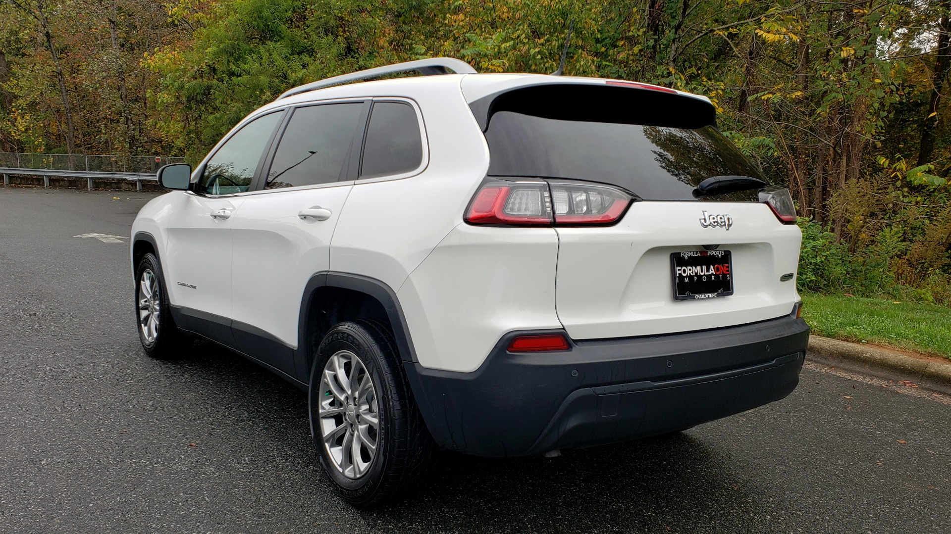 Used 2019 Jeep CHEROKEE LATITUDE PLUS FWD / CLD WTHR / HTD STS / BLIND SPOT / PRK ASST for sale Sold at Formula Imports in Charlotte NC 28227 3