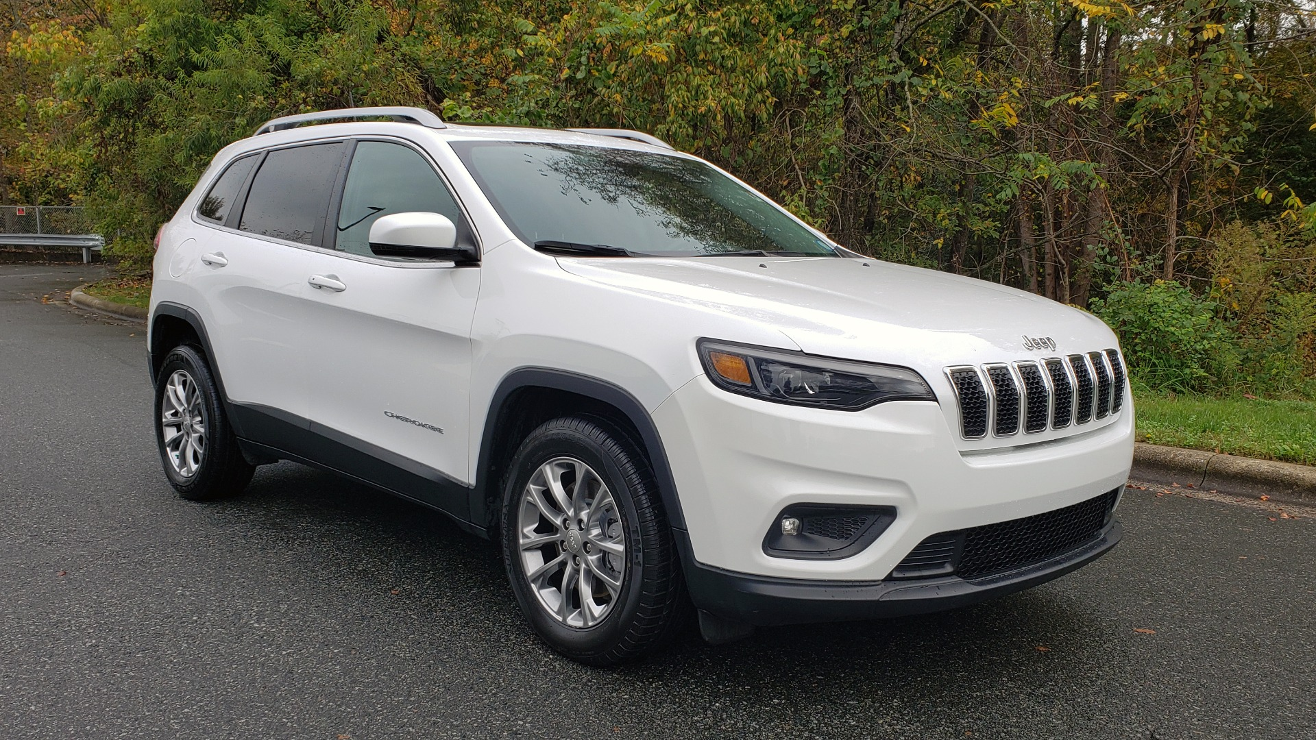 Used 2019 Jeep CHEROKEE LATITUDE PLUS FWD / CLD WTHR / HTD STS / BLIND SPOT / PRK ASST for sale Sold at Formula Imports in Charlotte NC 28227 4