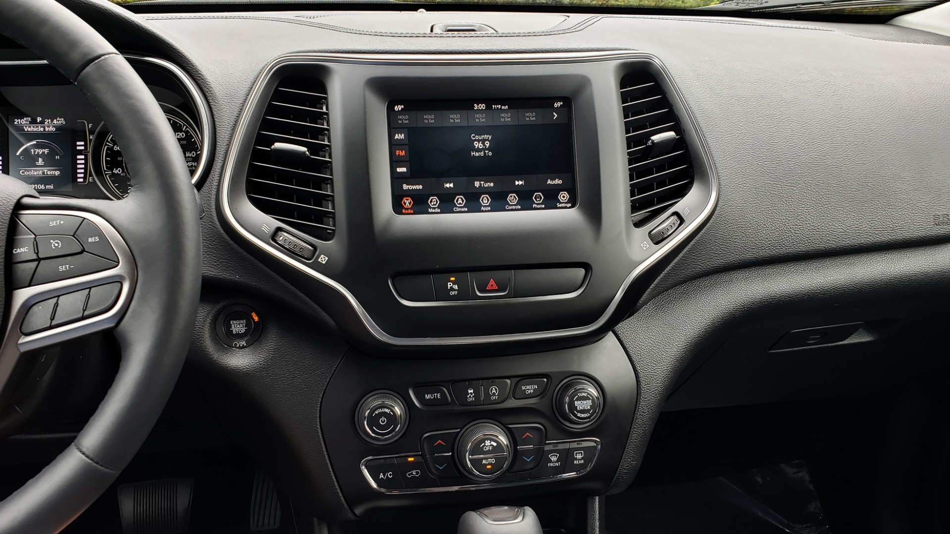 Used 2019 Jeep CHEROKEE LATITUDE PLUS FWD / CLD WTHR / HTD STS / BLIND SPOT / PRK ASST for sale Sold at Formula Imports in Charlotte NC 28227 45