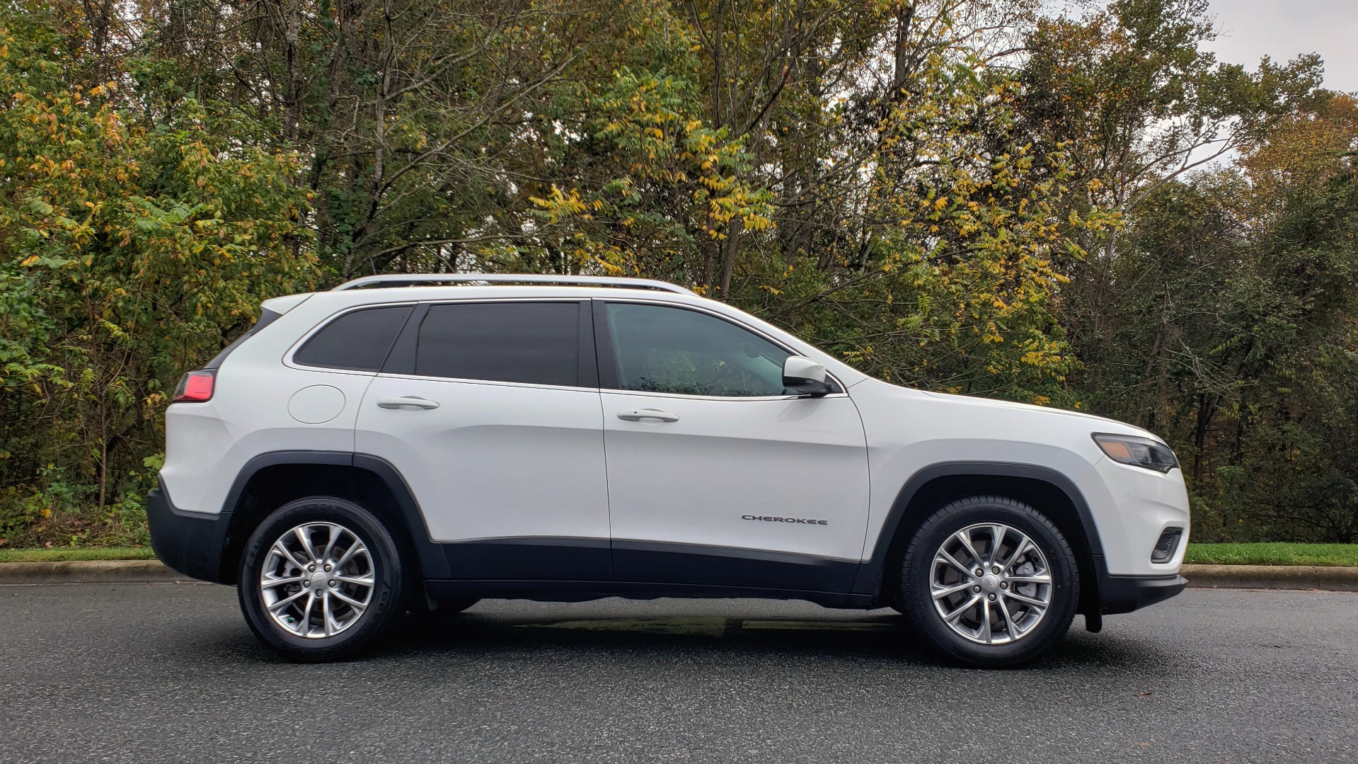 Used 2019 Jeep CHEROKEE LATITUDE PLUS FWD / CLD WTHR / HTD STS / BLIND SPOT / PRK ASST for sale Sold at Formula Imports in Charlotte NC 28227 5