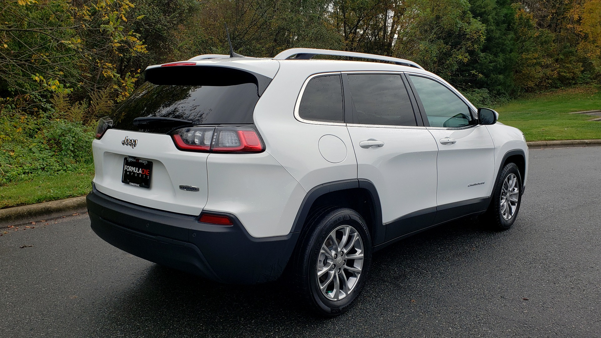 Used 2019 Jeep CHEROKEE LATITUDE PLUS FWD / CLD WTHR / HTD STS / BLIND SPOT / PRK ASST for sale Sold at Formula Imports in Charlotte NC 28227 6