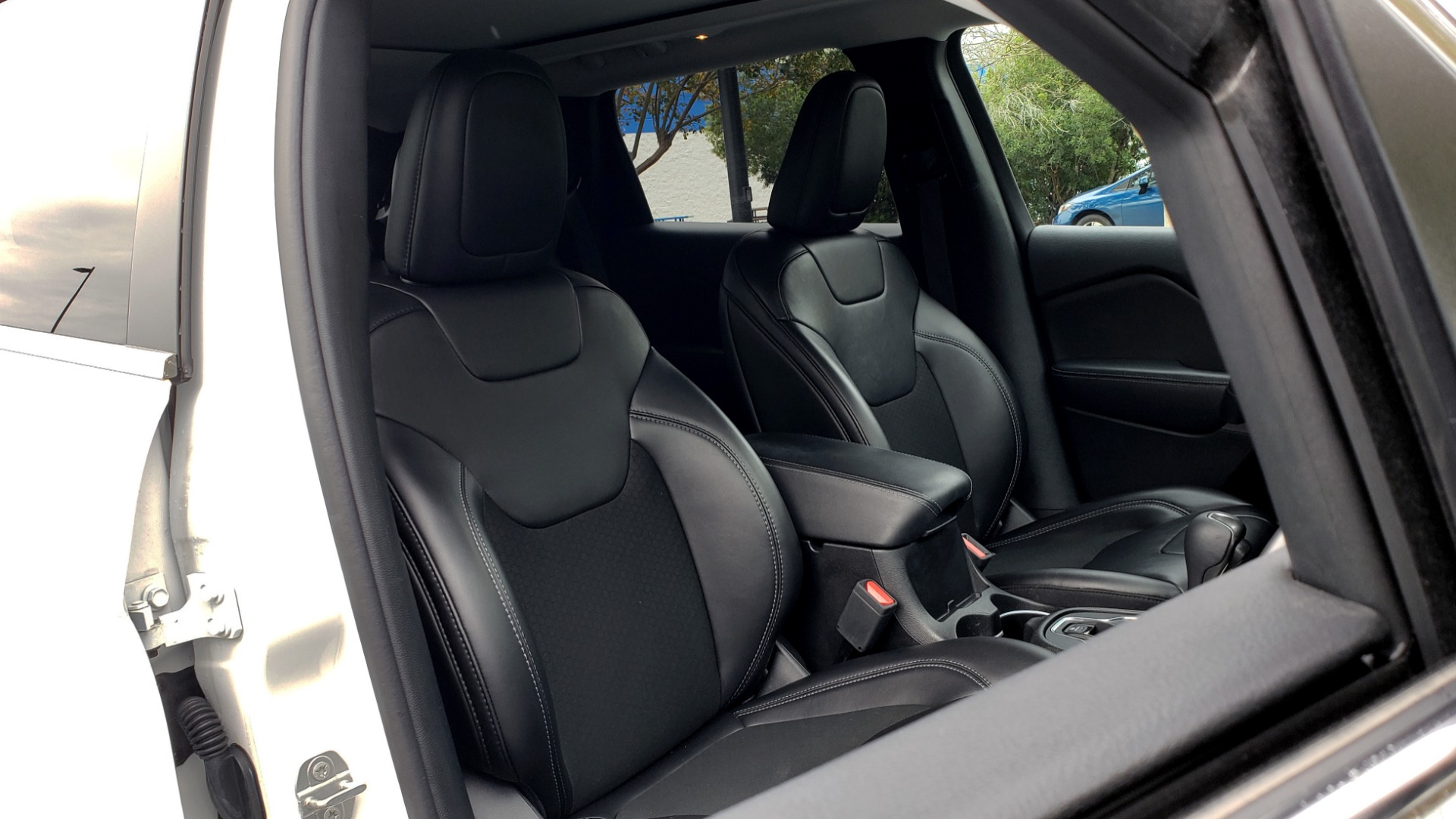 Used 2019 Jeep CHEROKEE LATITUDE PLUS FWD / CLD WTHR / HTD STS / BLIND SPOT / PRK ASST for sale Sold at Formula Imports in Charlotte NC 28227 66