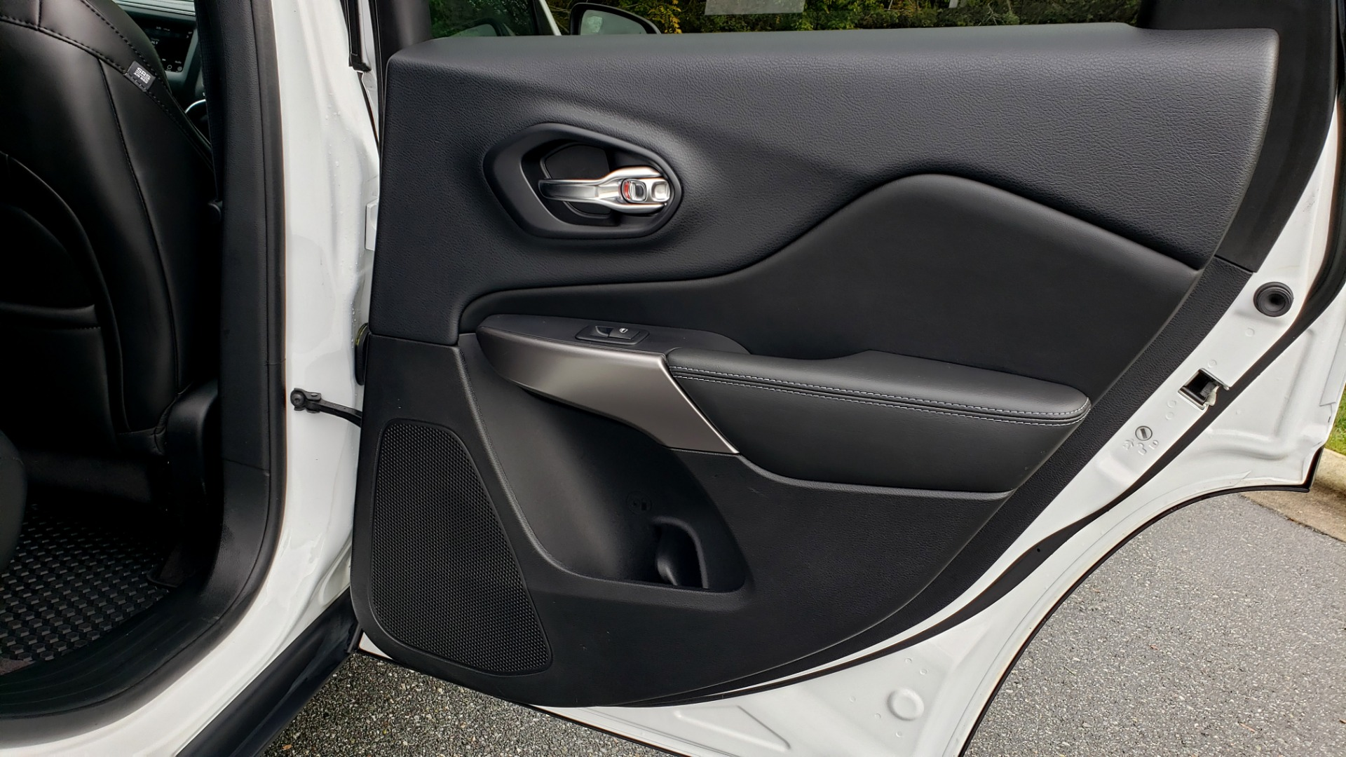 Used 2019 Jeep CHEROKEE LATITUDE PLUS FWD / CLD WTHR / HTD STS / BLIND SPOT / PRK ASST for sale Sold at Formula Imports in Charlotte NC 28227 69