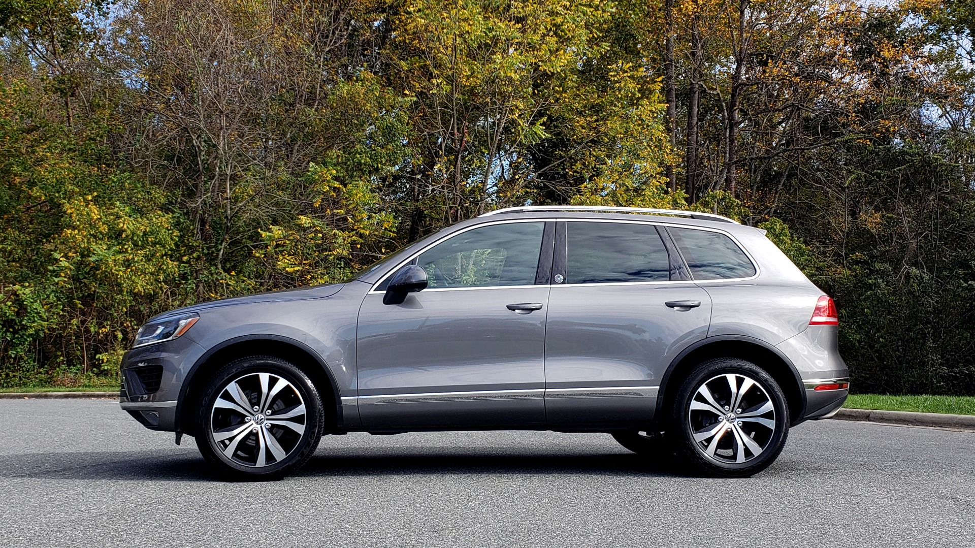 Used 2017 Volkswagen TOUAREG V6 WOLFSBURG EDITION / NAV / PANO-ROOF / ACC / REARVIEW for sale Sold at Formula Imports in Charlotte NC 28227 3