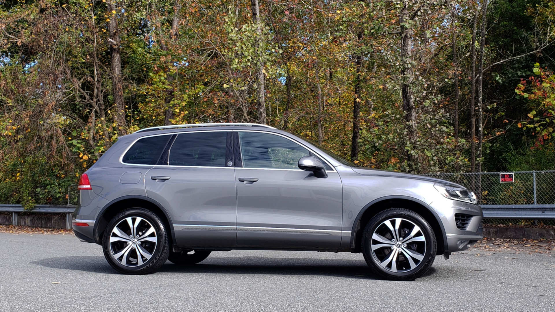 Used 2017 Volkswagen TOUAREG V6 WOLFSBURG EDITION / NAV / PANO-ROOF / ACC / REARVIEW for sale Sold at Formula Imports in Charlotte NC 28227 6