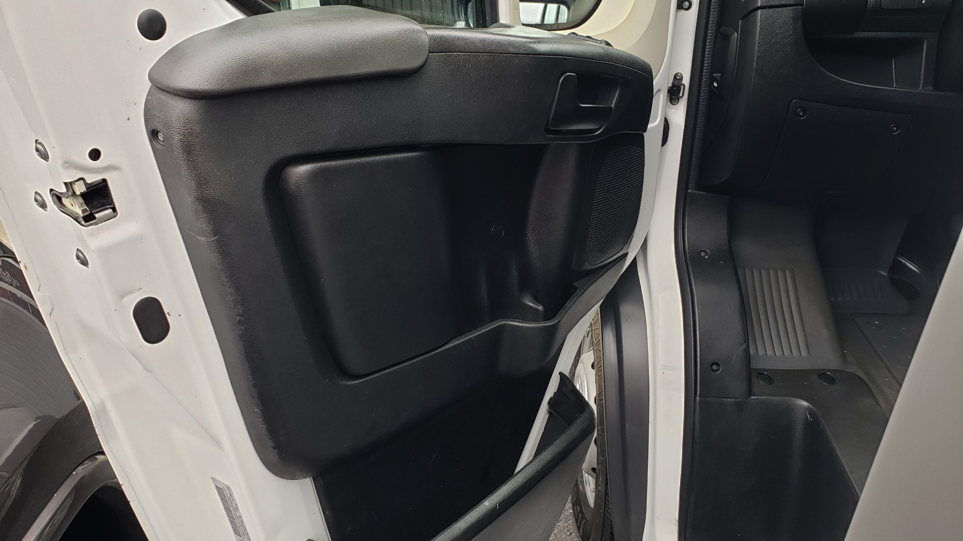 Used 2015 Ram PROMASTER CARGO VAN 136-INCH WB / LOW ROOF / LADDER RACK / INSIDE RACKS for sale $15,995 at Formula Imports in Charlotte NC 28227 24