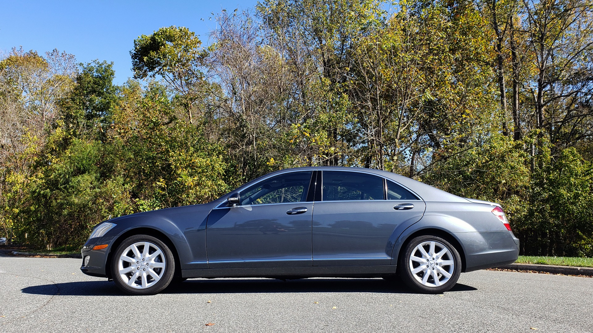 Used 2007 Mercedes-Benz S-CLASS S550 5.5L V8 / LWB / PREM 2 / NAV / SUNROOF / KEYLESS-GO for sale Sold at Formula Imports in Charlotte NC 28227 3