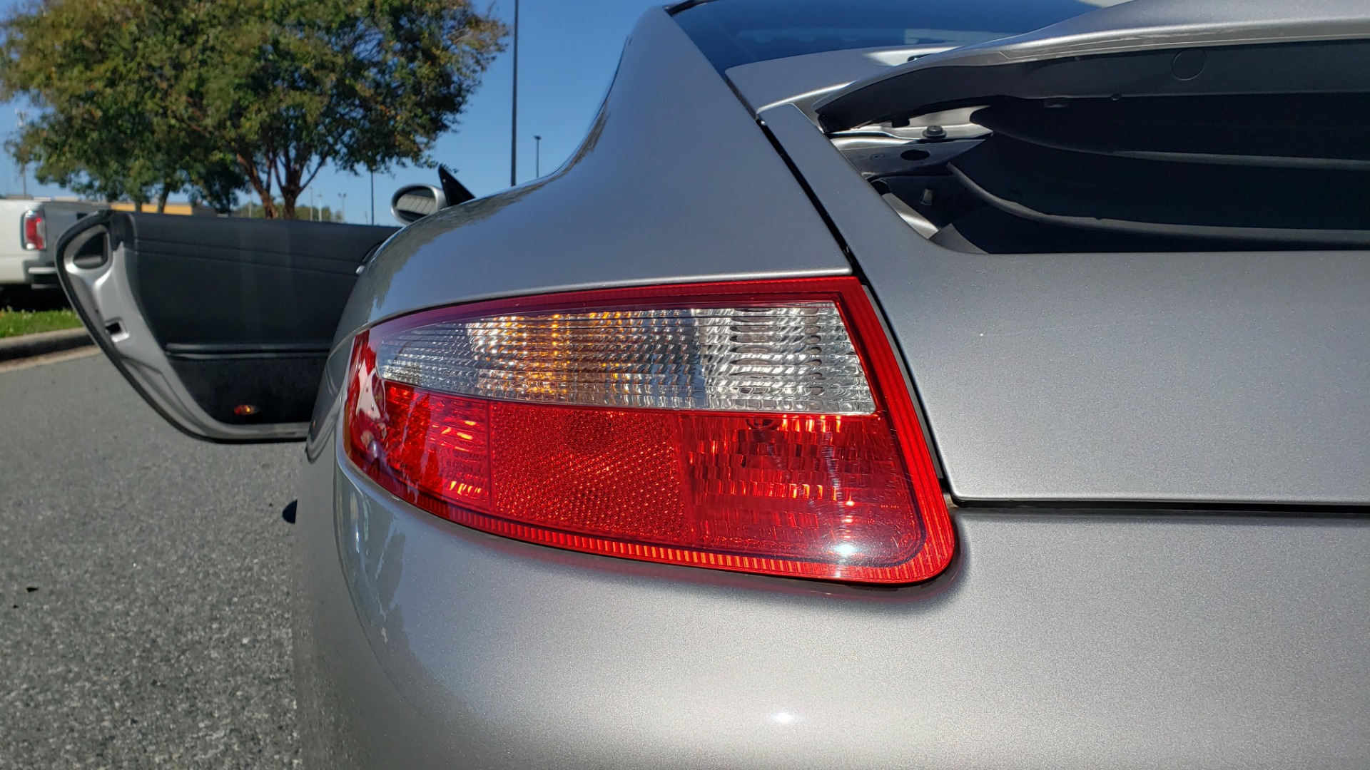 Used 2006 Porsche 911 CARRERA S / 5-SPD AUTO / SPORT CHRONO / NAV / BOSE / SUNROOF for sale Sold at Formula Imports in Charlotte NC 28227 21