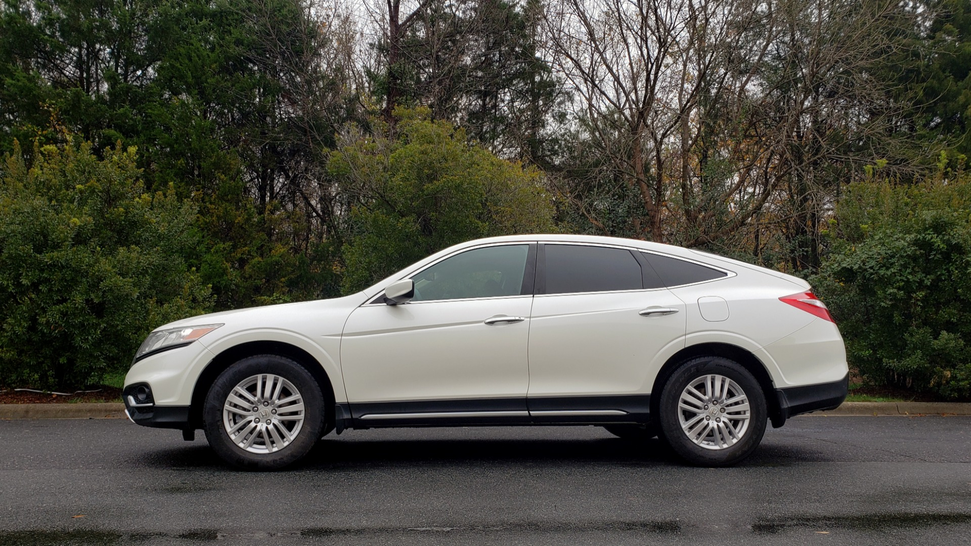 Used 2015 Honda CROSSTOUR EX-L 2WD / SUNROOF / REARVIEW / 17-IN ALLOY WHEELS for sale $11,595 at Formula Imports in Charlotte NC 28227 2