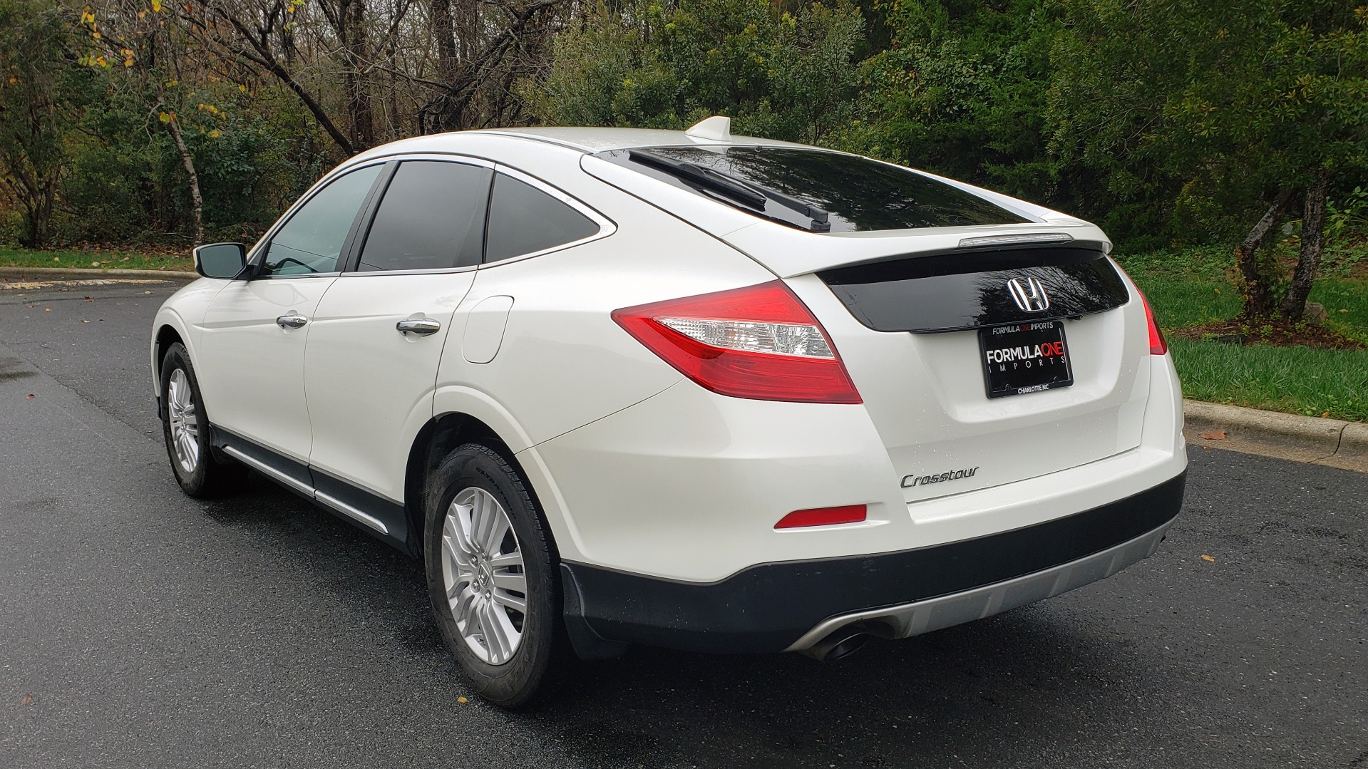 Used 2015 Honda CROSSTOUR EX-L 2WD / SUNROOF / REARVIEW / 17-IN ALLOY WHEELS for sale $11,595 at Formula Imports in Charlotte NC 28227 3
