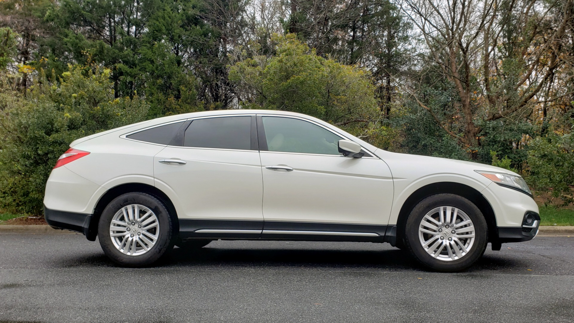 Used 2015 Honda CROSSTOUR EX-L 2WD / SUNROOF / REARVIEW / 17-IN ALLOY WHEELS for sale $11,595 at Formula Imports in Charlotte NC 28227 5