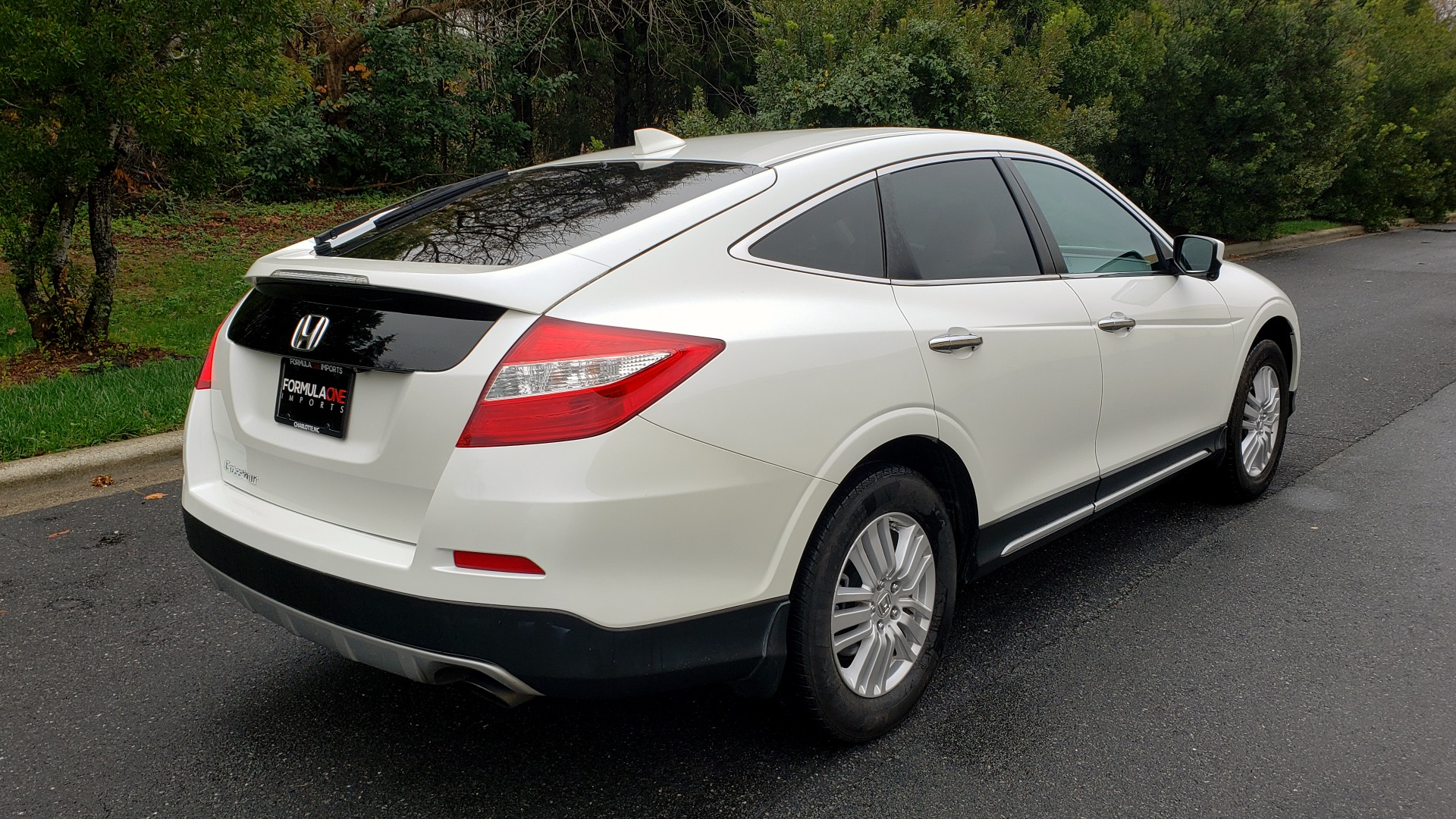 Used 2015 Honda CROSSTOUR EX-L 2WD / SUNROOF / REARVIEW / 17-IN ALLOY WHEELS for sale $11,595 at Formula Imports in Charlotte NC 28227 6