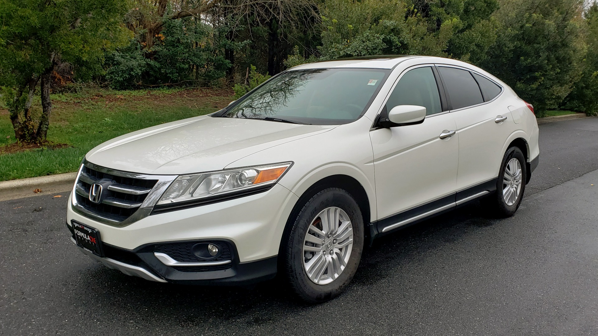 Used 2015 Honda CROSSTOUR EX-L 2WD / SUNROOF / REARVIEW / 17-IN ALLOY WHEELS for sale $11,595 at Formula Imports in Charlotte NC 28227 1