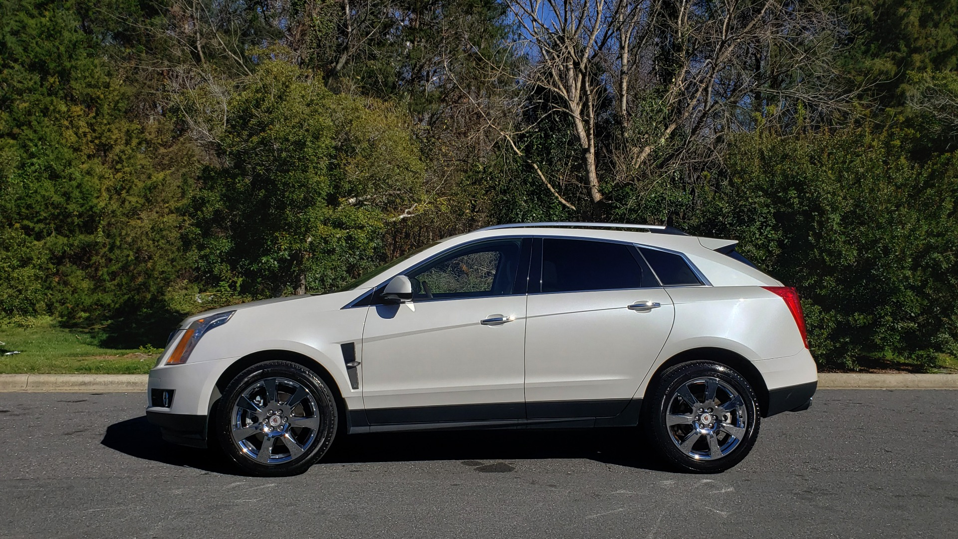 Used 2011 Cadillac SRX PERFORMANCE COLLECTION / ENT SYS / BOSE / REARVIEW for sale $15,999 at Formula Imports in Charlotte NC 28227 2