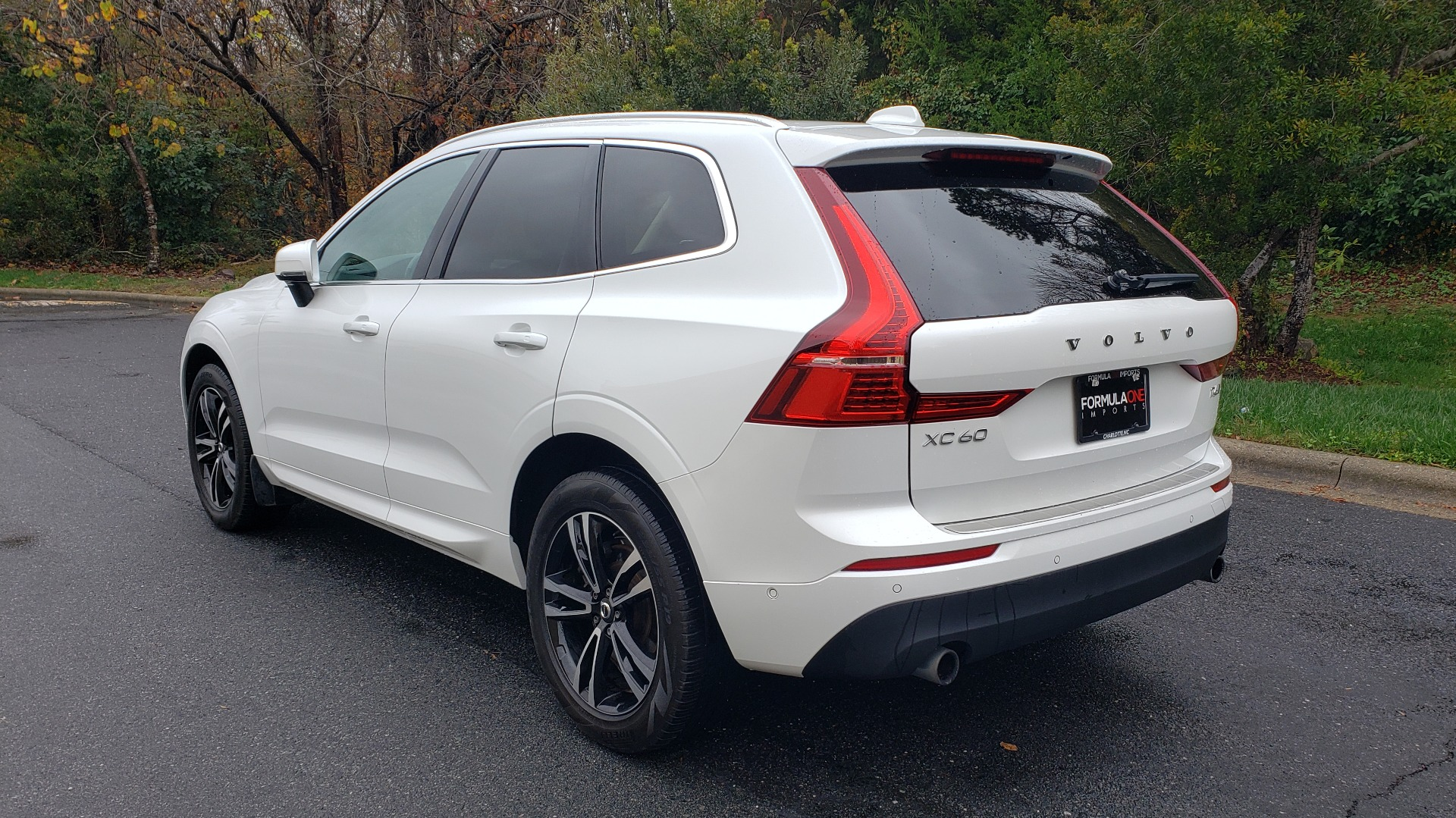 Used 2018 Volvo XC60 MOMENTUM AWD / NAV / SUNROOF / LKA / BLIS / PRK ASST for sale Sold at Formula Imports in Charlotte NC 28227 3