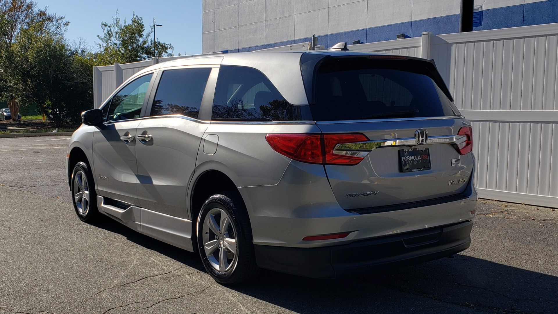 Used 2019 Honda ODYSSEY EX-L BRAUNABILITY / NAV / RES / LKA / BLUE-RAY / SUNROOF / REARVIEW for sale Sold at Formula Imports in Charlotte NC 28227 3