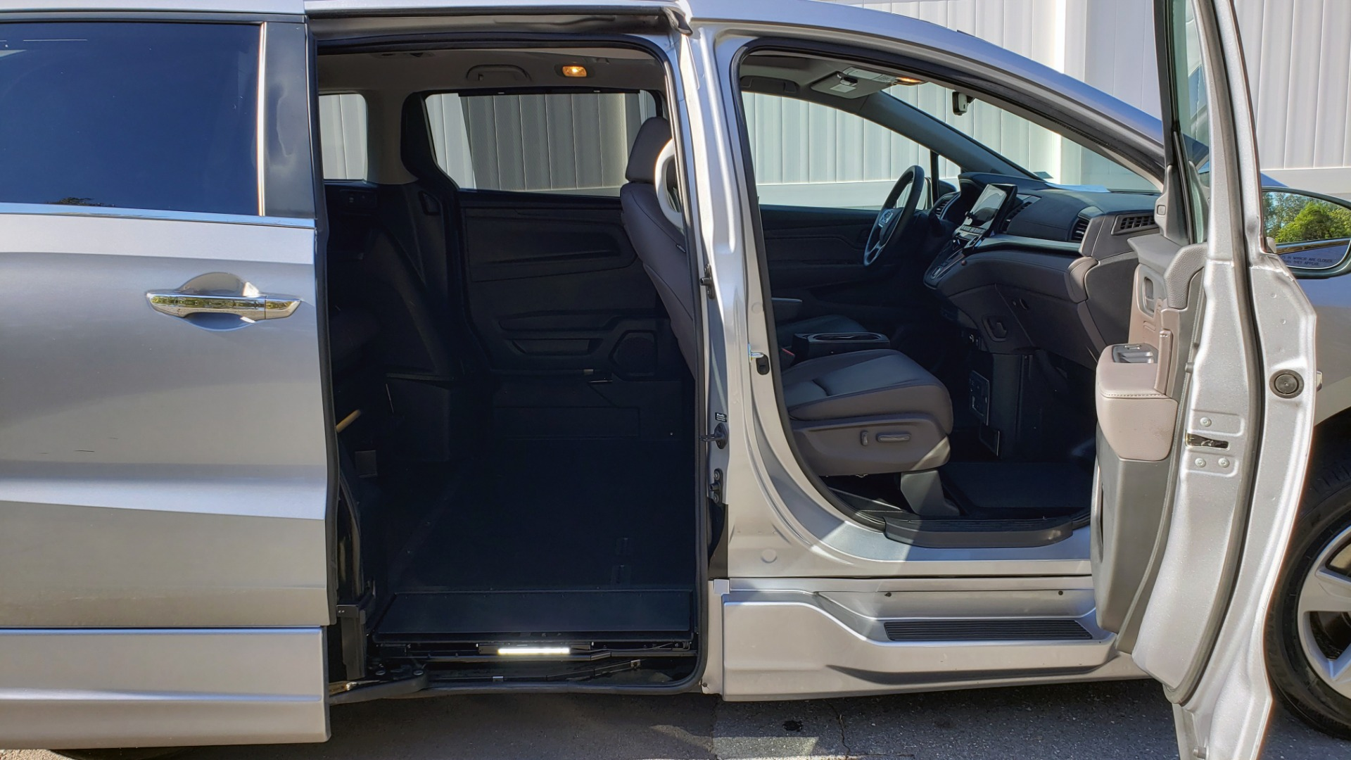 Used 2019 Honda ODYSSEY EX-L BRAUNABILITY / NAV / RES / LKA / BLUE-RAY / SUNROOF / REARVIEW for sale Sold at Formula Imports in Charlotte NC 28227 35
