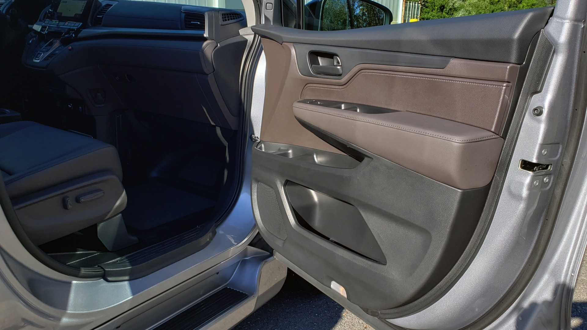 Used 2019 Honda ODYSSEY EX-L BRAUNABILITY / NAV / RES / LKA / BLUE-RAY / SUNROOF / REARVIEW for sale Sold at Formula Imports in Charlotte NC 28227 36