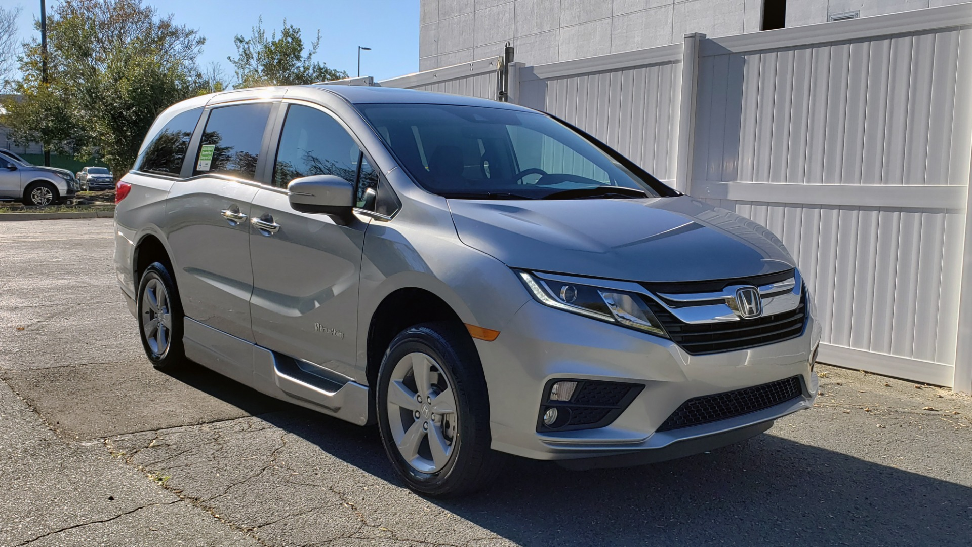 Used 2019 Honda ODYSSEY EX-L BRAUNABILITY / NAV / RES / LKA / BLUE-RAY / SUNROOF / REARVIEW for sale Sold at Formula Imports in Charlotte NC 28227 4
