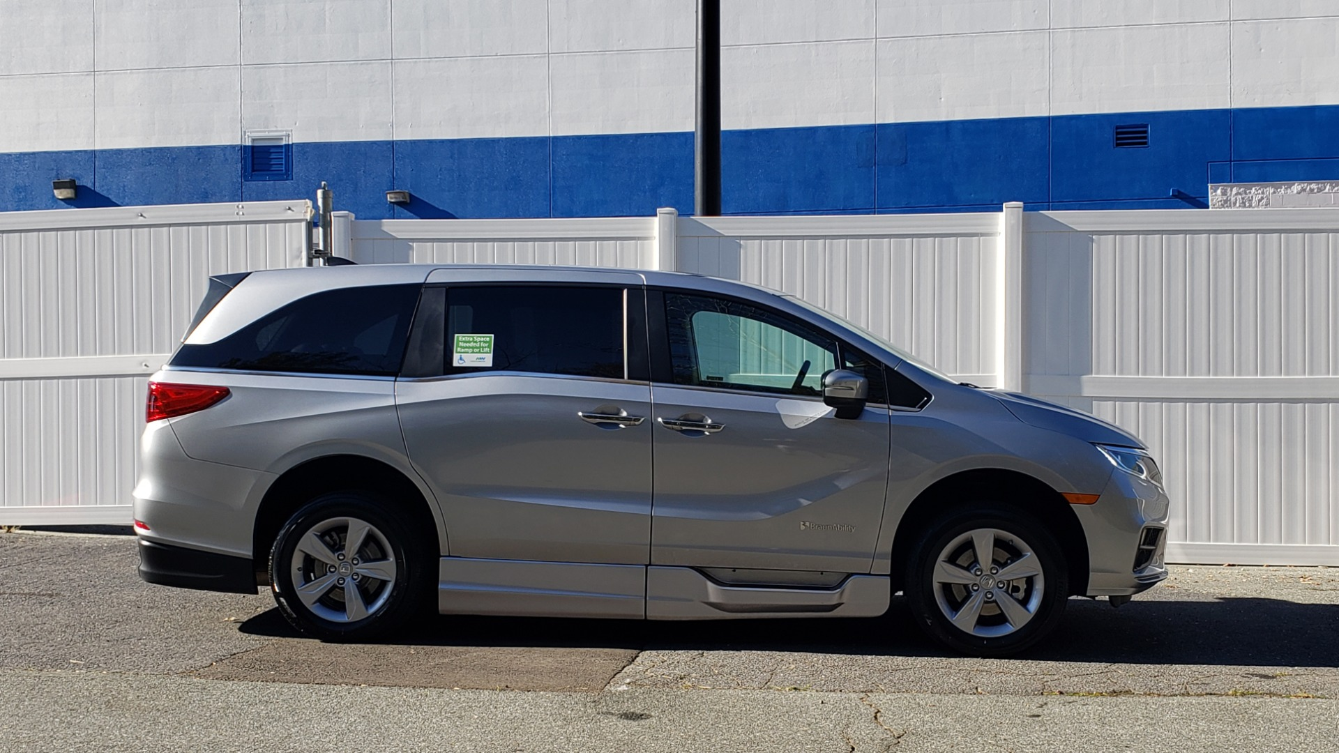 Used 2019 Honda ODYSSEY EX-L BRAUNABILITY / NAV / RES / LKA / BLUE-RAY / SUNROOF / REARVIEW for sale Sold at Formula Imports in Charlotte NC 28227 5