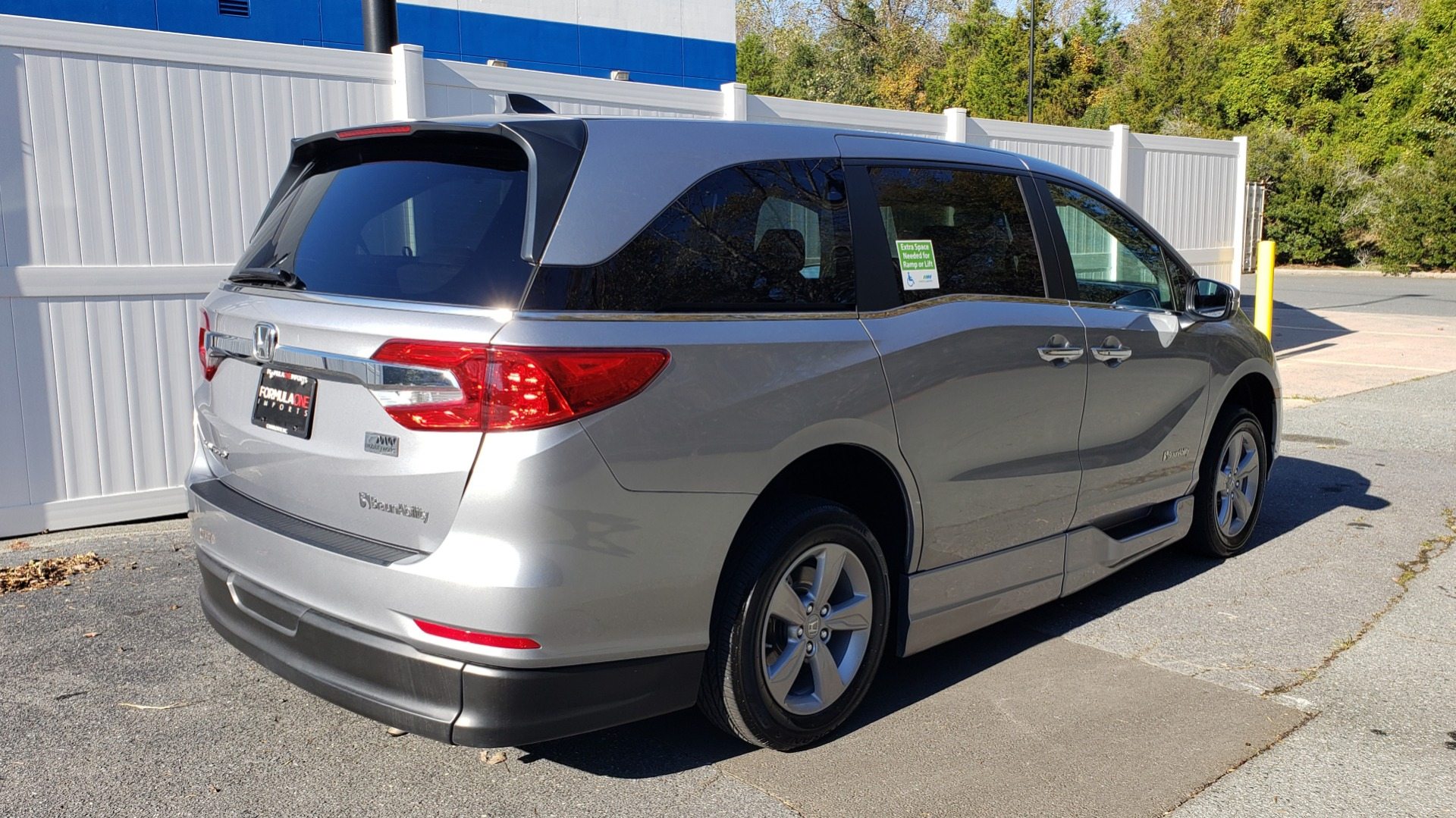 Used 2019 Honda ODYSSEY EX-L BRAUNABILITY / NAV / RES / LKA / BLUE-RAY / SUNROOF / REARVIEW for sale Sold at Formula Imports in Charlotte NC 28227 6