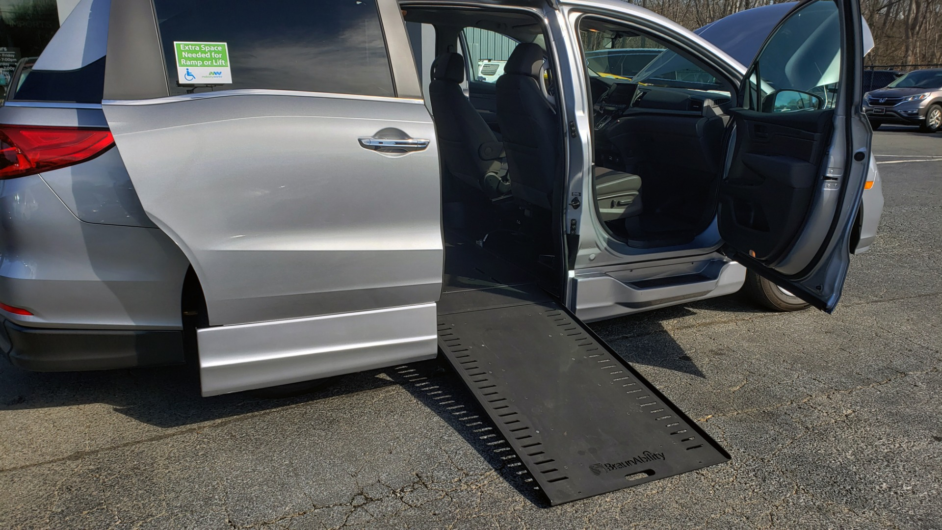 Used 2019 Honda ODYSSEY EX-L BRAUNABILITY / NAV / RES / LKA / BLUE-RAY / SUNROOF / REARVIEW for sale $49,999 at Formula Imports in Charlotte NC 28227 7