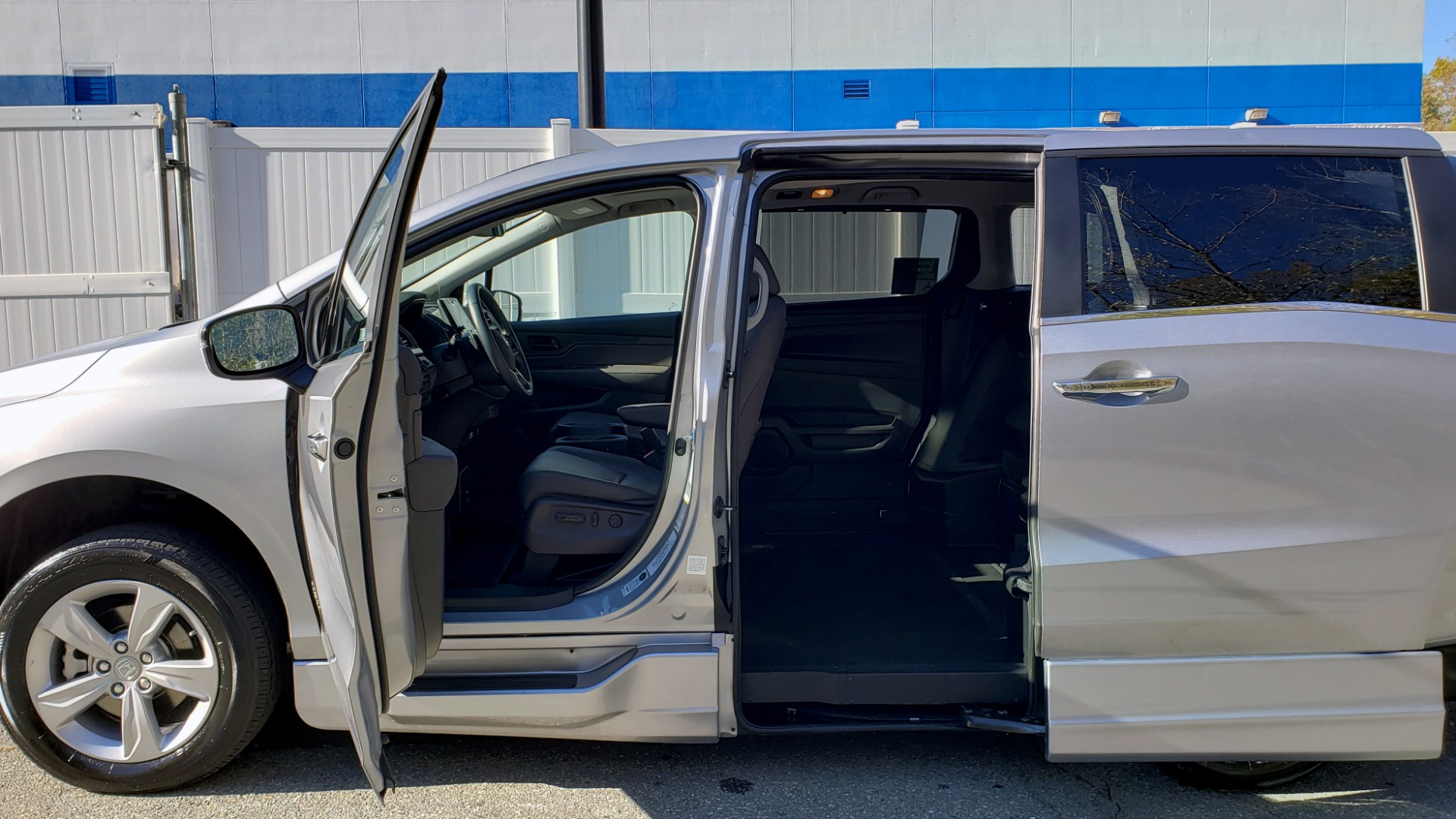 Used 2019 Honda ODYSSEY EX-L BRAUNABILITY / NAV / RES / LKA / BLUE-RAY / SUNROOF / REARVIEW for sale $49,999 at Formula Imports in Charlotte NC 28227 9