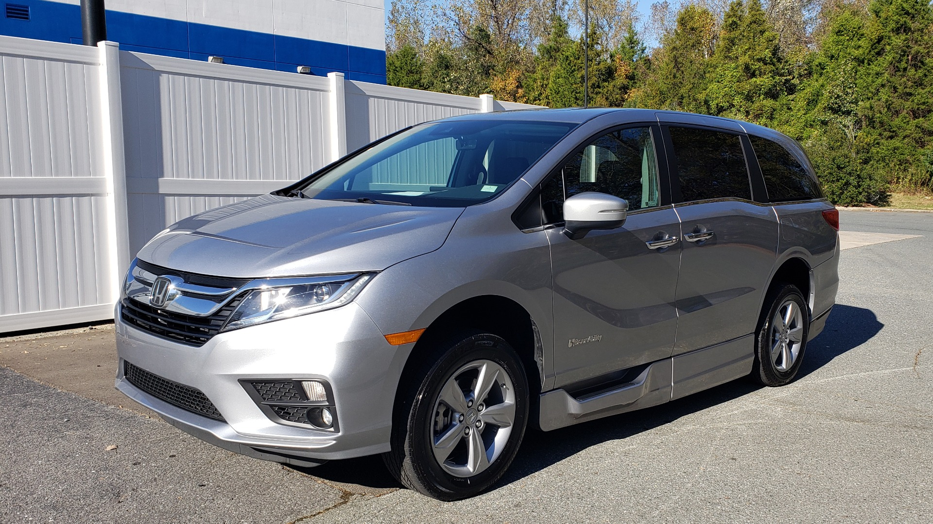 Used 2019 Honda ODYSSEY EX-L BRAUNABILITY / NAV / RES / LKA / BLUE-RAY / SUNROOF / REARVIEW for sale Sold at Formula Imports in Charlotte NC 28227 1