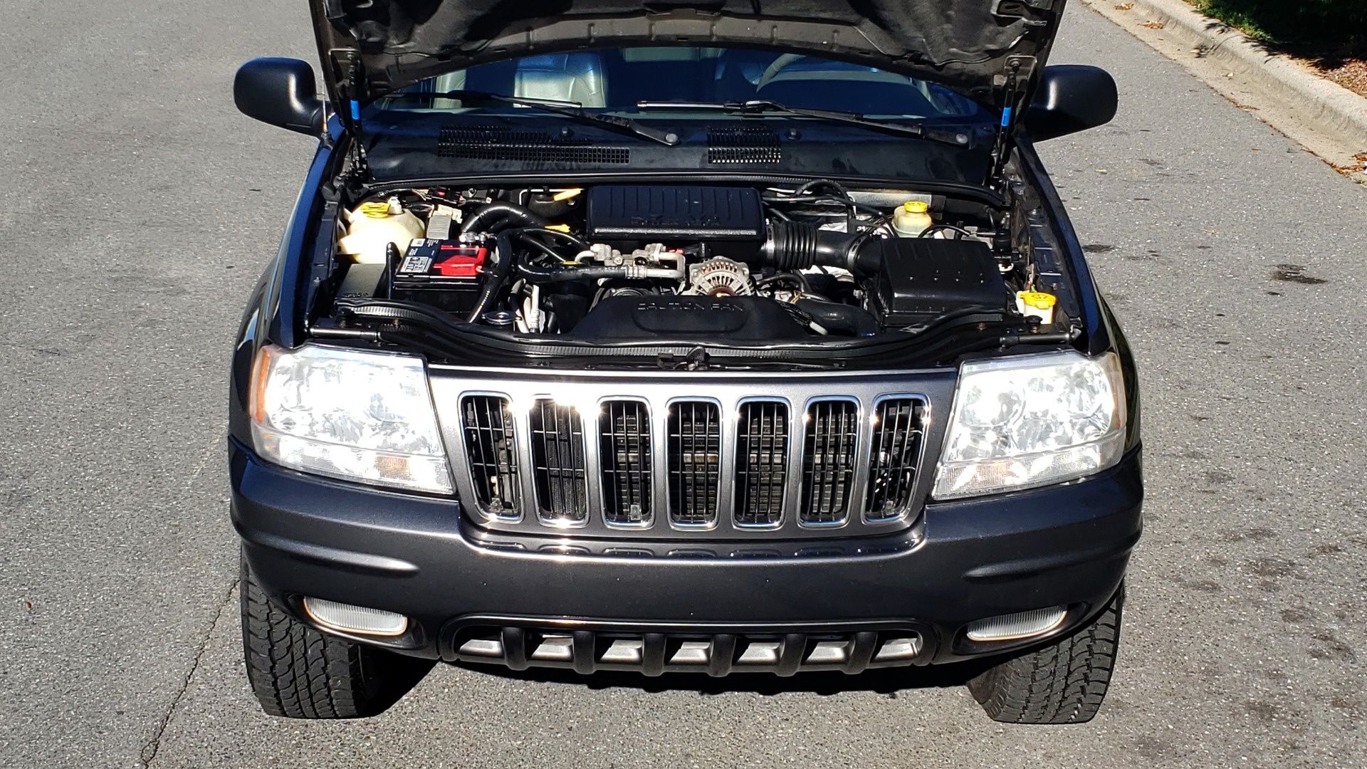 Used 2002 Jeep GRAND CHEROKEE LIMITED 4X4 / SUNROOF / 4.7L V8 / 5-SPD AUTO / CLD WTHR for sale Sold at Formula Imports in Charlotte NC 28227 10