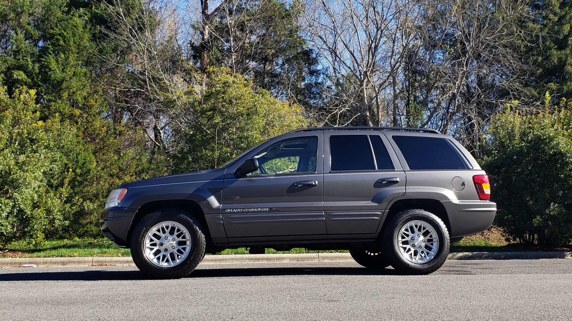 Used 2002 Jeep GRAND CHEROKEE LIMITED 4X4 / SUNROOF / 4.7L V8 / 5-SPD AUTO / CLD WTHR for sale Sold at Formula Imports in Charlotte NC 28227 2
