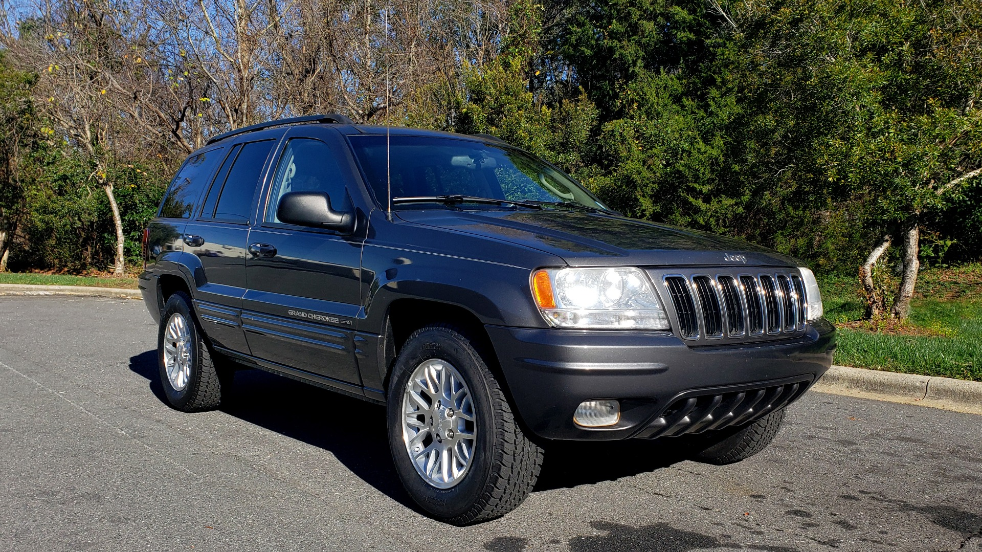 Used 2002 Jeep GRAND CHEROKEE LIMITED 4X4 / SUNROOF / 4.7L V8 / 5-SPD AUTO / CLD WTHR for sale Sold at Formula Imports in Charlotte NC 28227 4