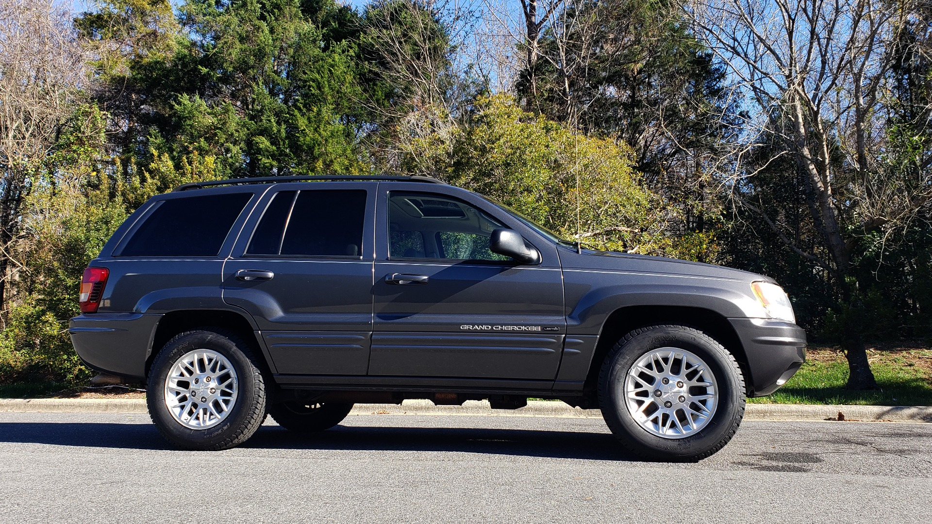 Used 2002 Jeep GRAND CHEROKEE LIMITED 4X4 / SUNROOF / 4.7L V8 / 5-SPD AUTO / CLD WTHR for sale Sold at Formula Imports in Charlotte NC 28227 5
