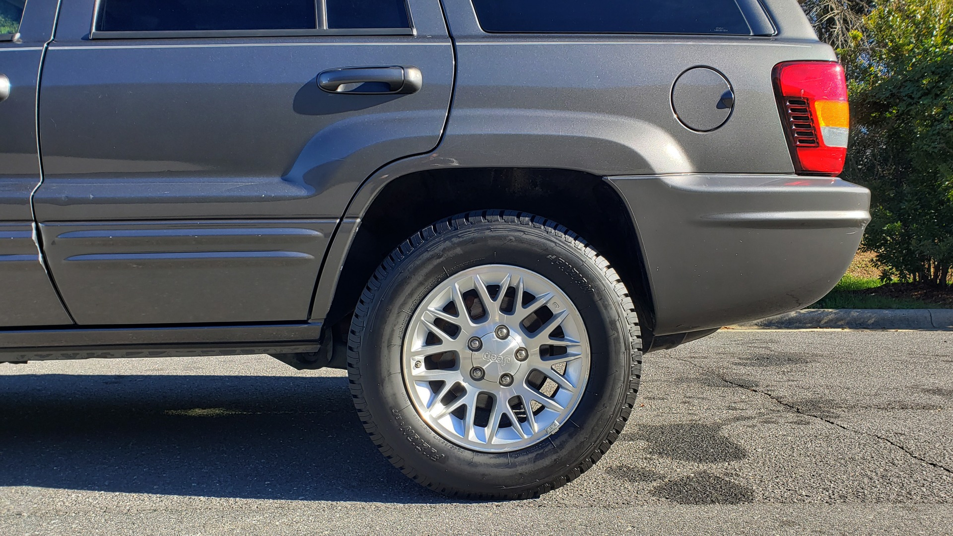 Used 2002 Jeep GRAND CHEROKEE LIMITED 4X4 / SUNROOF / 4.7L V8 / 5-SPD AUTO / CLD WTHR for sale Sold at Formula Imports in Charlotte NC 28227 80