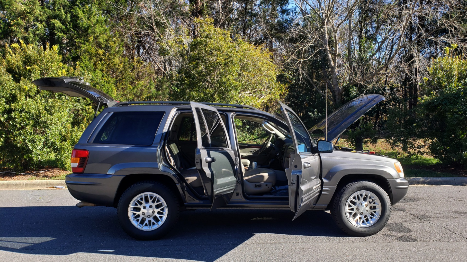 Used 2002 Jeep GRAND CHEROKEE LIMITED 4X4 / SUNROOF / 4.7L V8 / 5-SPD AUTO / CLD WTHR for sale Sold at Formula Imports in Charlotte NC 28227 9