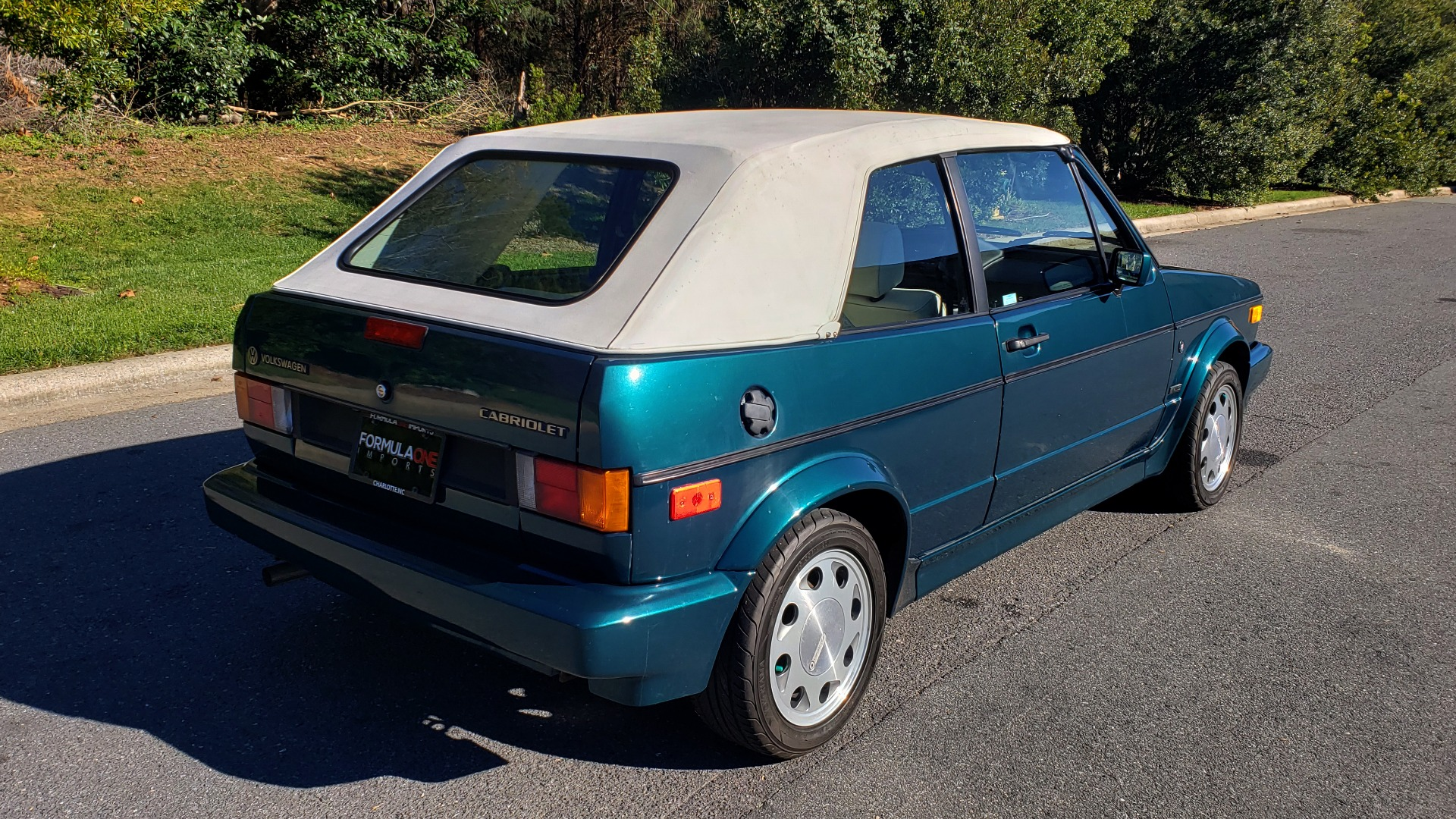 Used 1992 Volkswagen CABRIOLET 5-SPEED MAN / 4-CYL / AIR / 94K MILES / VERY CLEAN for sale Sold at Formula Imports in Charlotte NC 28227 27