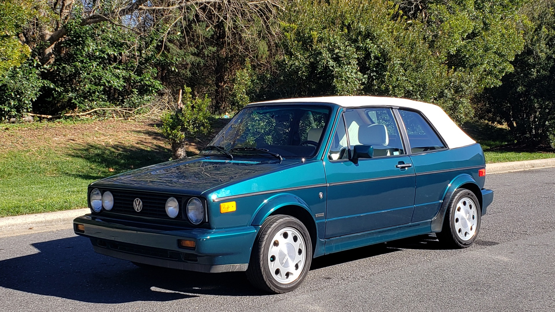 Used 1992 Volkswagen CABRIOLET 5-SPEED MAN / 4-CYL / AIR / 94K MILES / VERY CLEAN for sale Sold at Formula Imports in Charlotte NC 28227 3