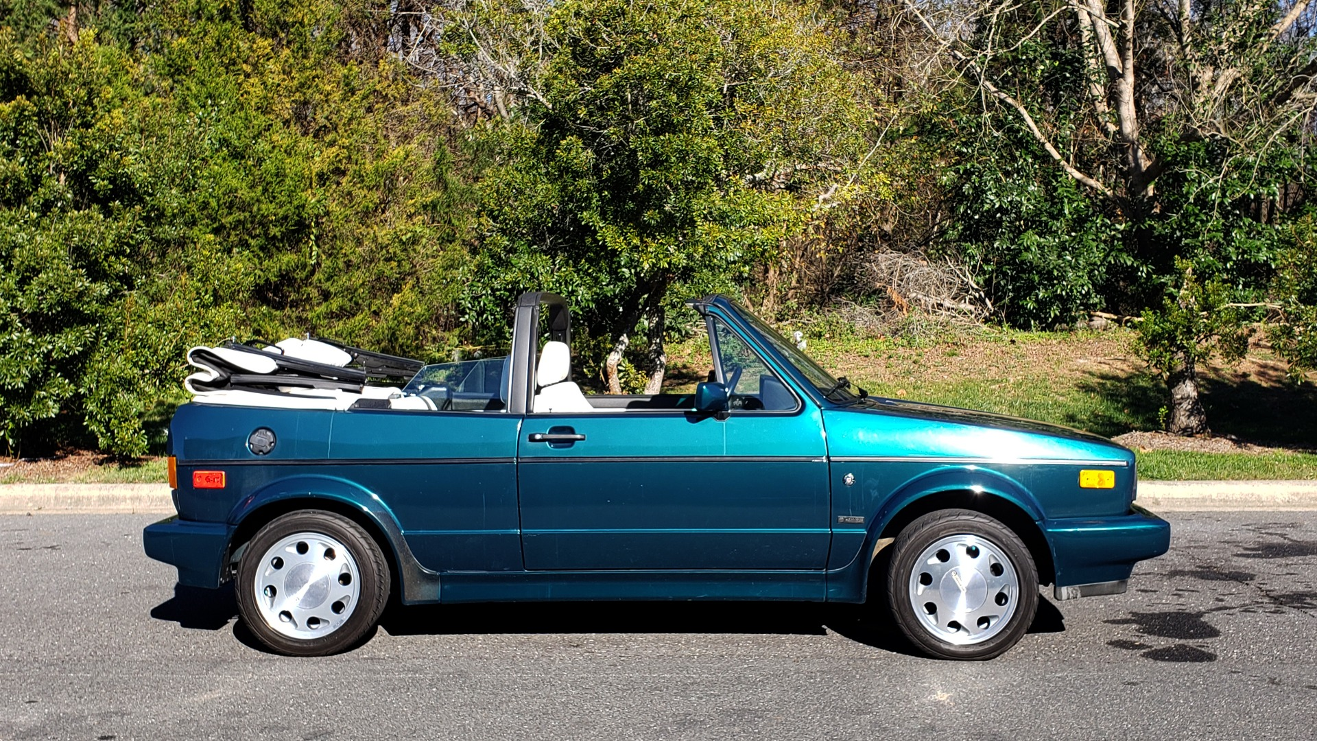 Used 1992 Volkswagen CABRIOLET 5-SPEED MAN / 4-CYL / AIR / 94K MILES / VERY CLEAN for sale Sold at Formula Imports in Charlotte NC 28227 33