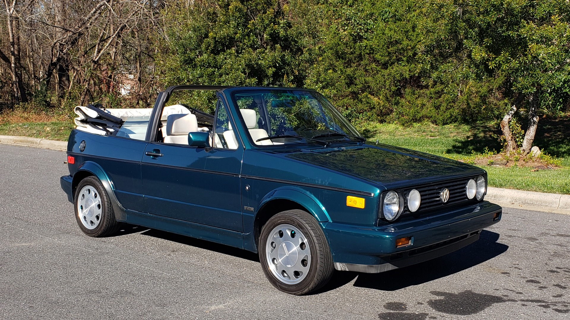 Used 1992 Volkswagen CABRIOLET 5-SPEED MAN / 4-CYL / AIR / 94K MILES / VERY CLEAN for sale Sold at Formula Imports in Charlotte NC 28227 34