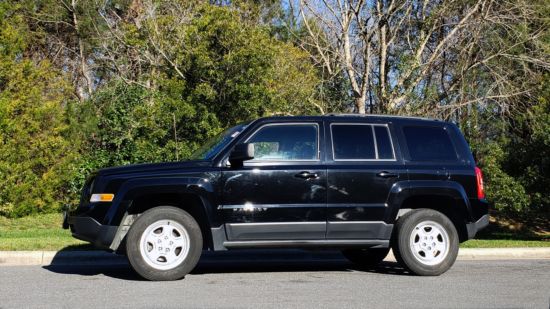 Used 2014 Jeep PATRIOT SPORT / 4WD 4-DR / POWER VALUE GRP / 4-CYL / 6-SPD AUTO for sale Sold at Formula Imports in Charlotte NC 28227 3