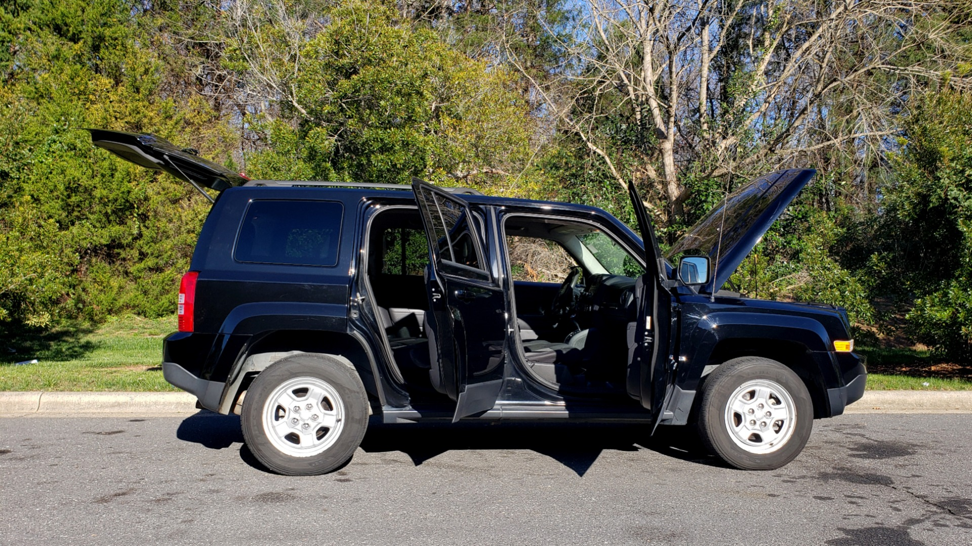 Used 2014 Jeep PATRIOT SPORT / 4WD 4-DR / POWER VALUE GRP / 4-CYL / 6-SPD AUTO for sale Sold at Formula Imports in Charlotte NC 28227 9